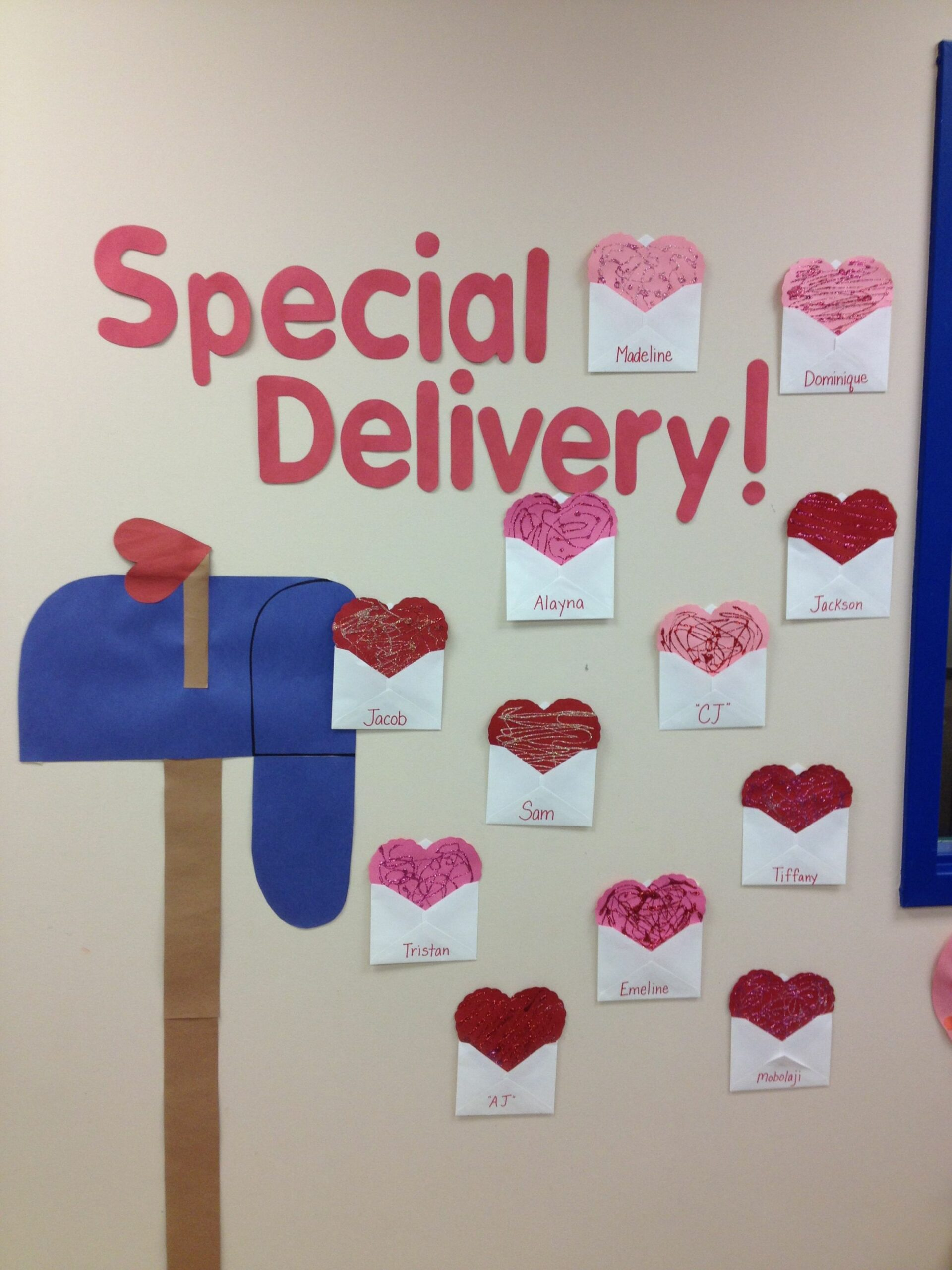 Decorating the classroom wall for Valentines | Valentines day ..