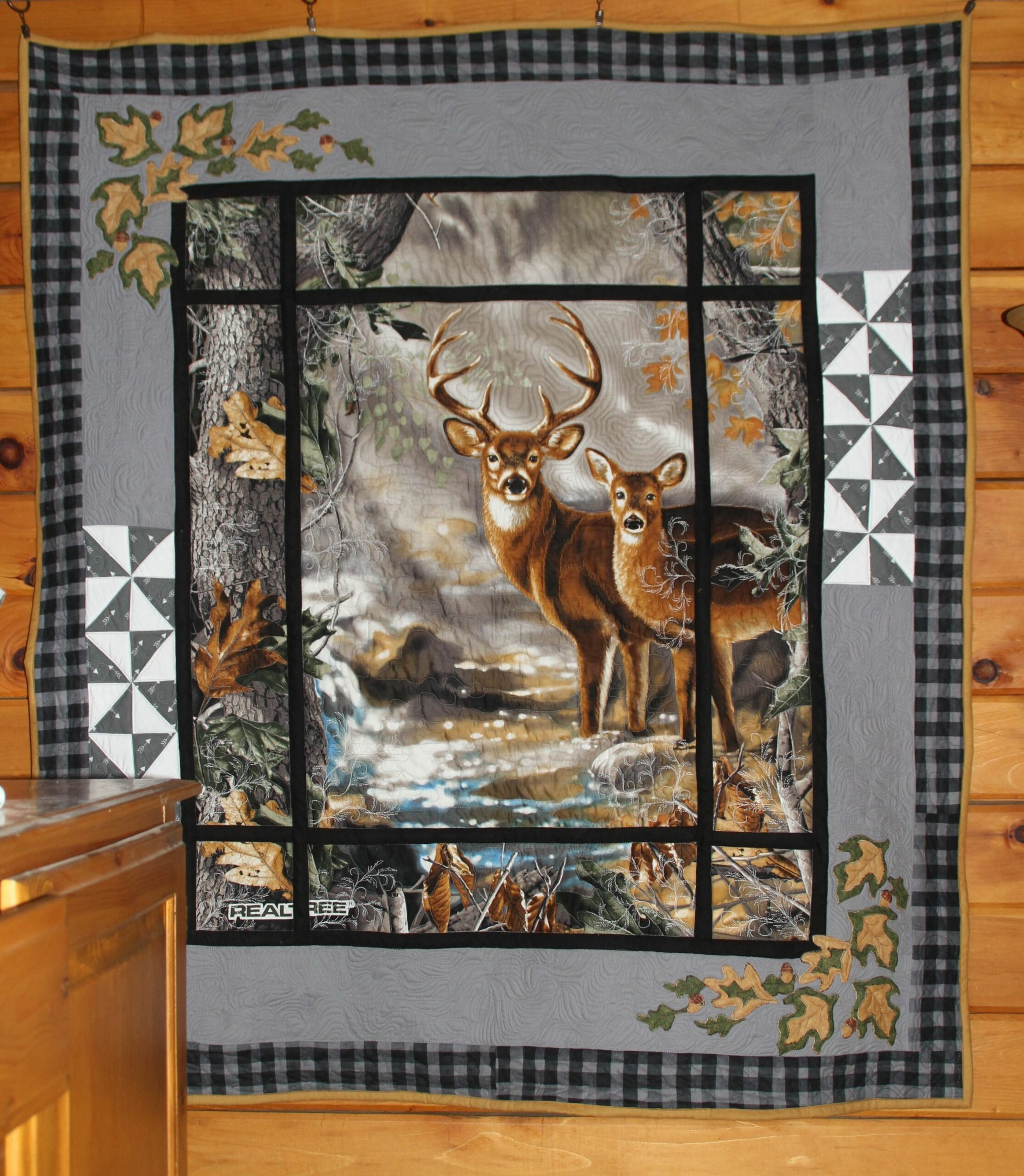 deer in the window panel quilt made by Heathr MK OWLBEESEWIN ..