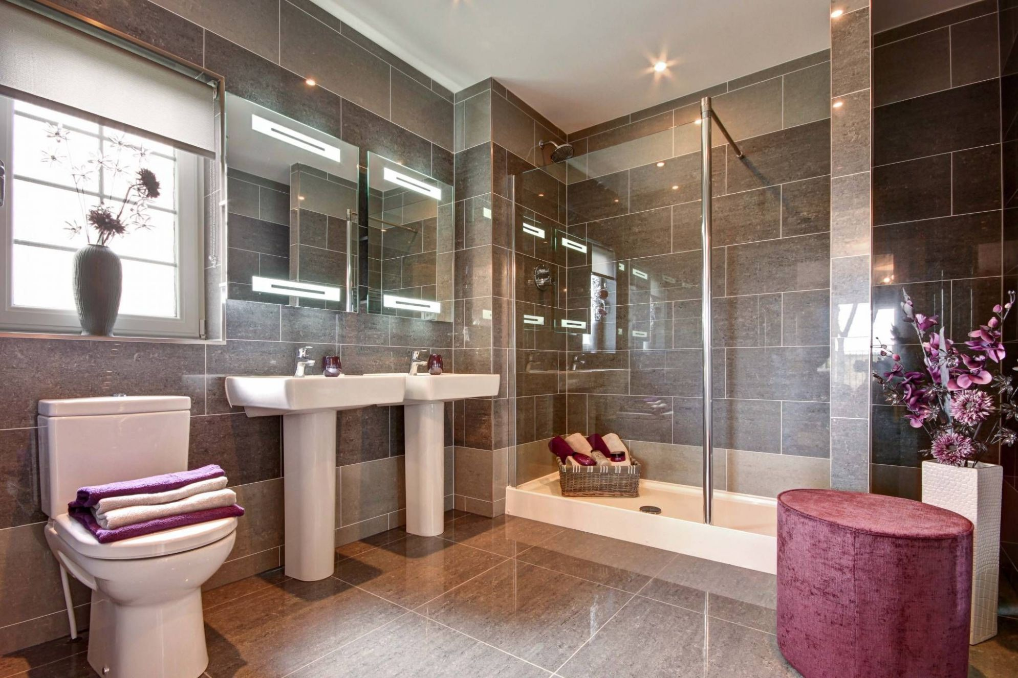 Edinburgh | Bathroom, Corner bathtub, Luxury living