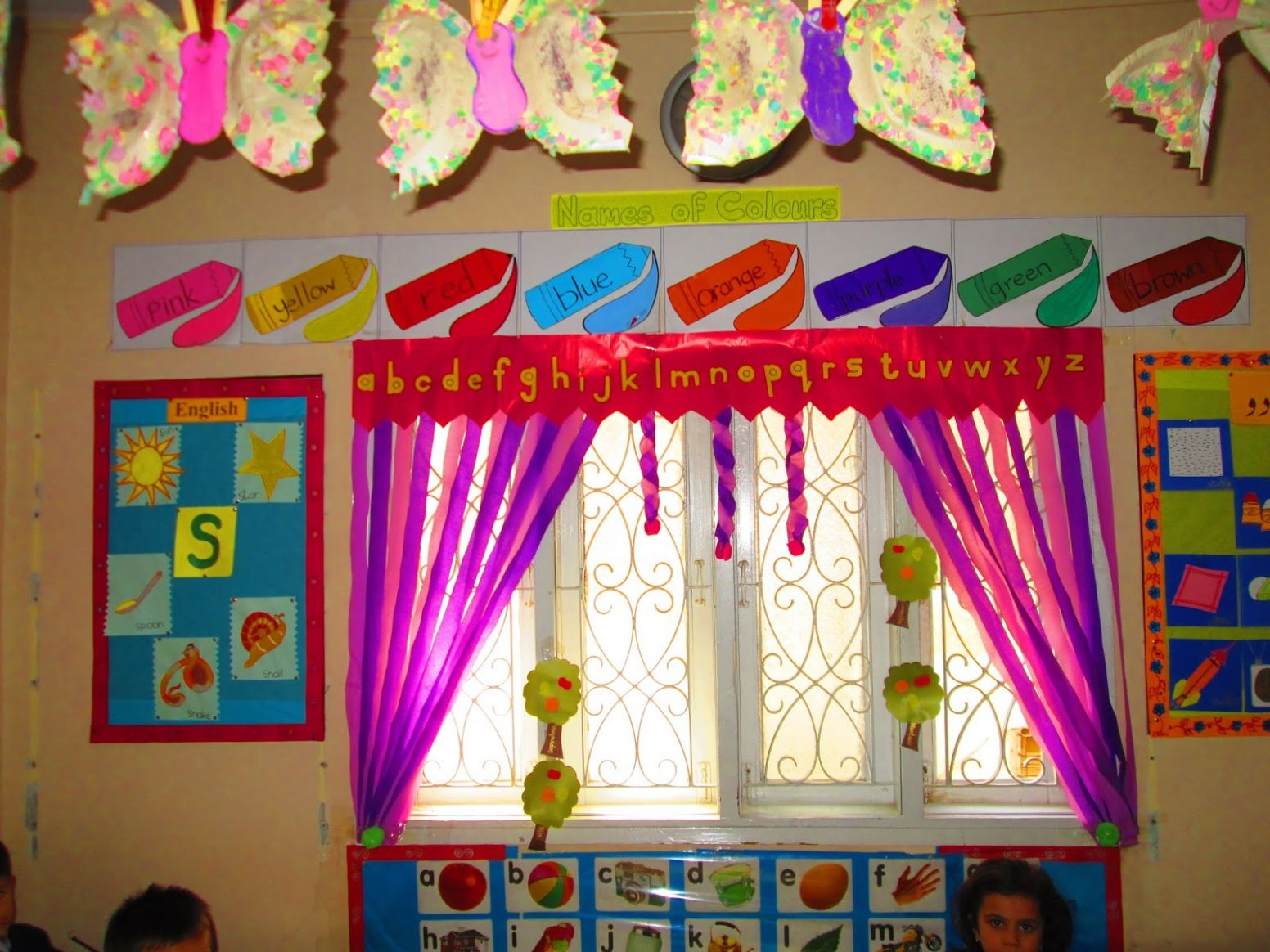 educational blog: decoration ideas for kindergarten walls and windows - wall decoration ideas with ribbons