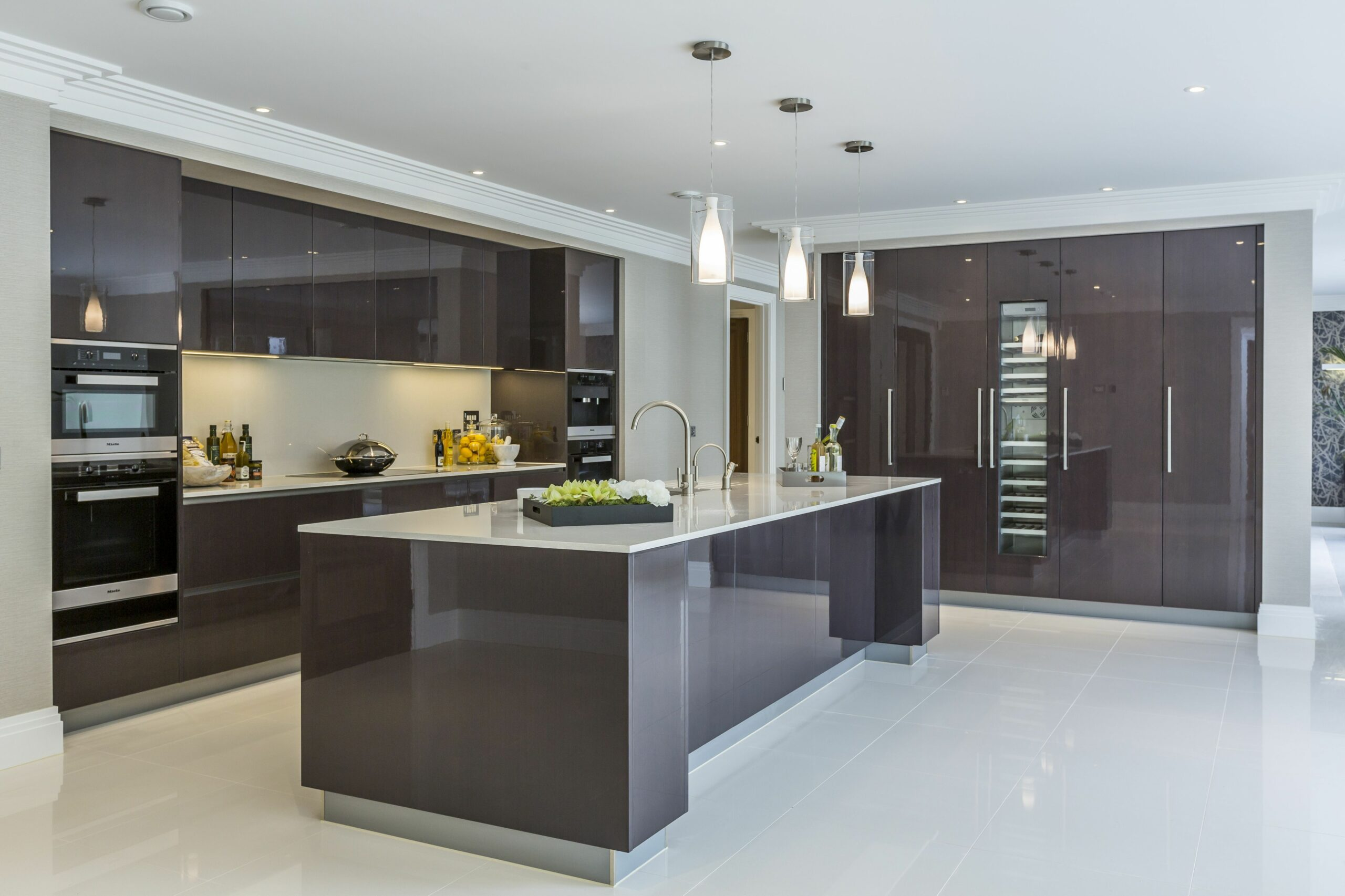 EXTREME Contemporary minimal high gloss kitchen design in private ..
