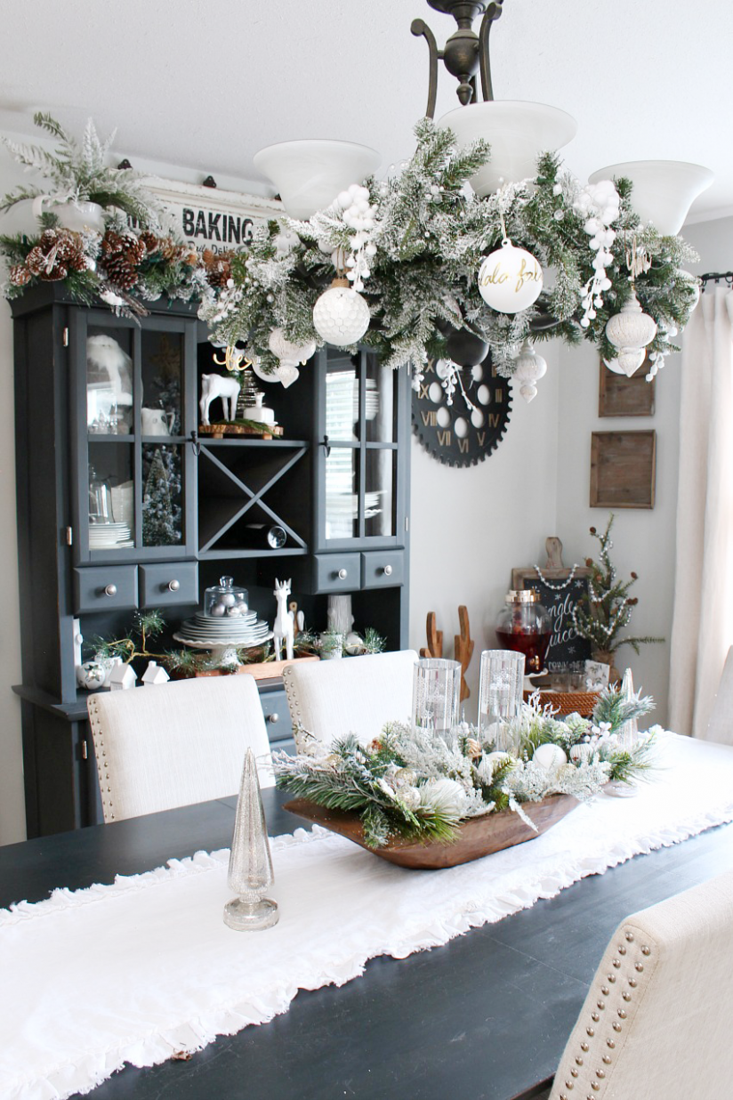 Farmhouse Dining Room Christmas Decorations - Clean and Scentsible - xmas dining room ideas