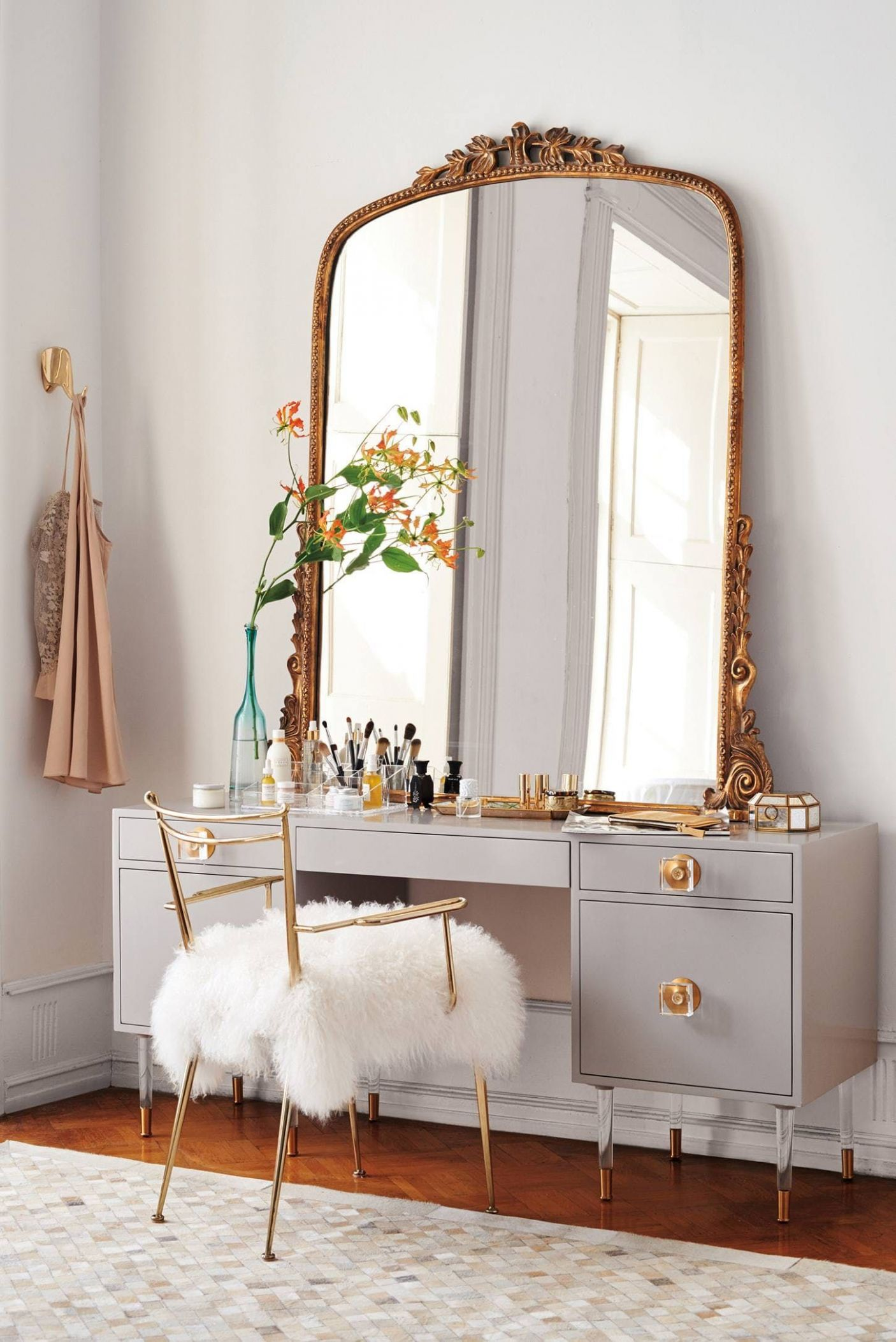For the Beauty Room: 12 of our Favorite Modern Makeup Vanity ...