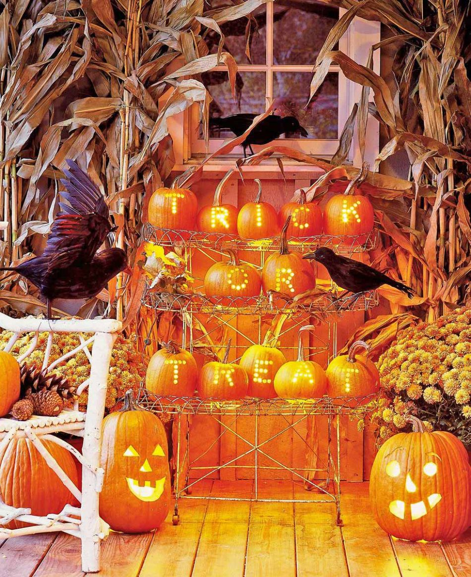 Front Porch & Outdoor Halloween Decorating Ideas | The Garden Glove - front porch decor halloween