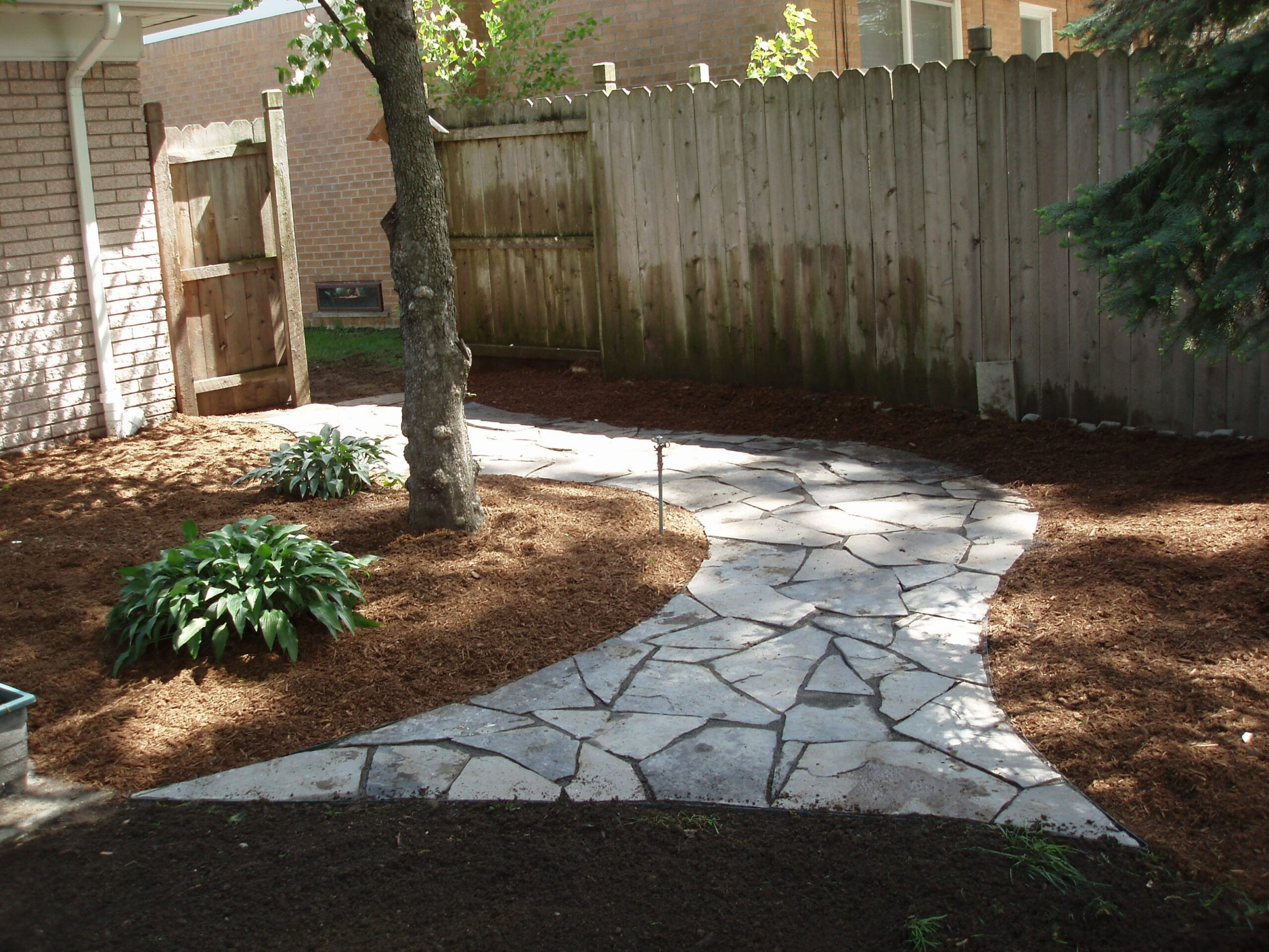 grassless backyard landscaping ideas | Mulch and Compost around ..