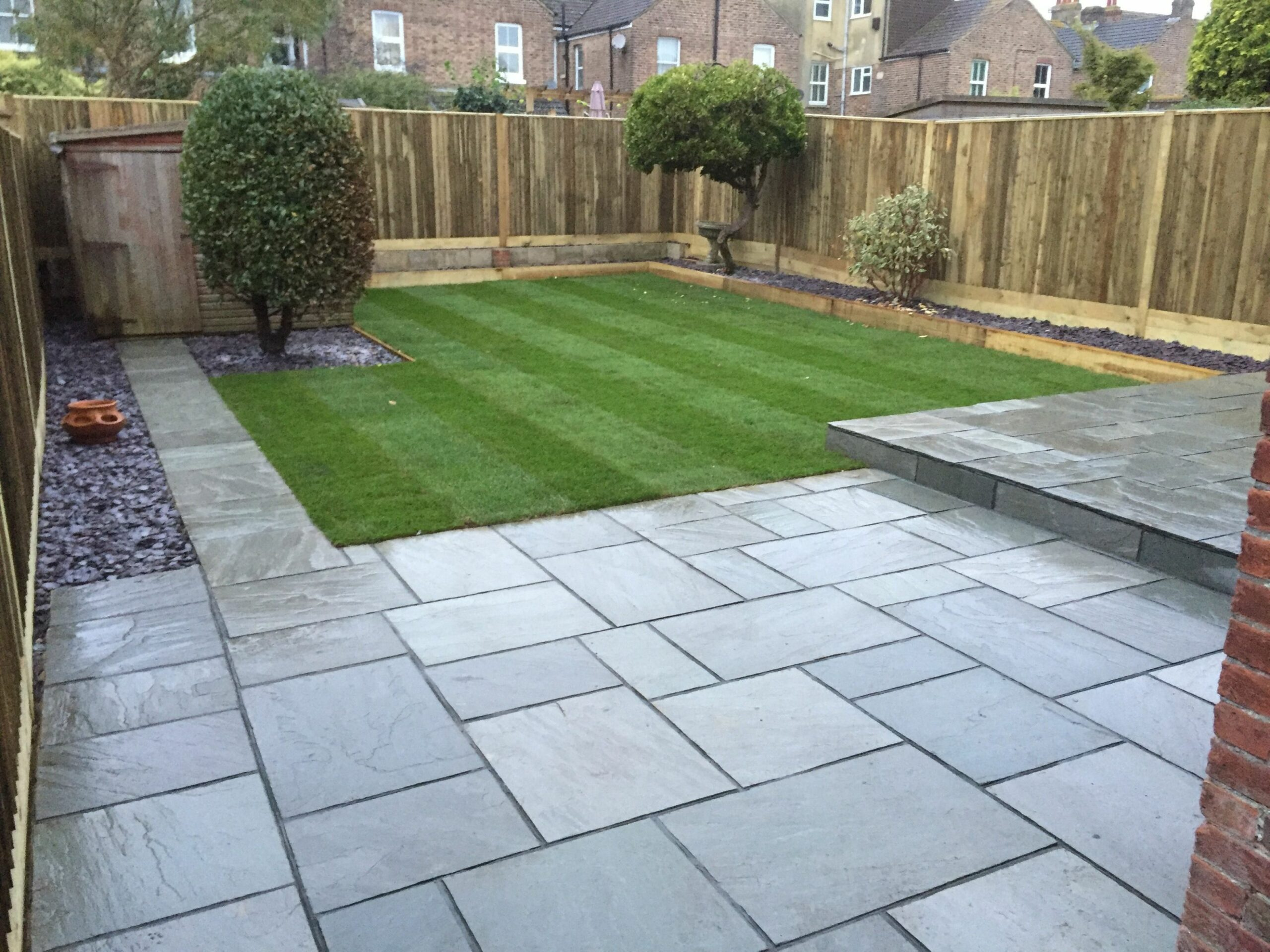grey sandstone paving with dark grey pointing | Patio garden ...