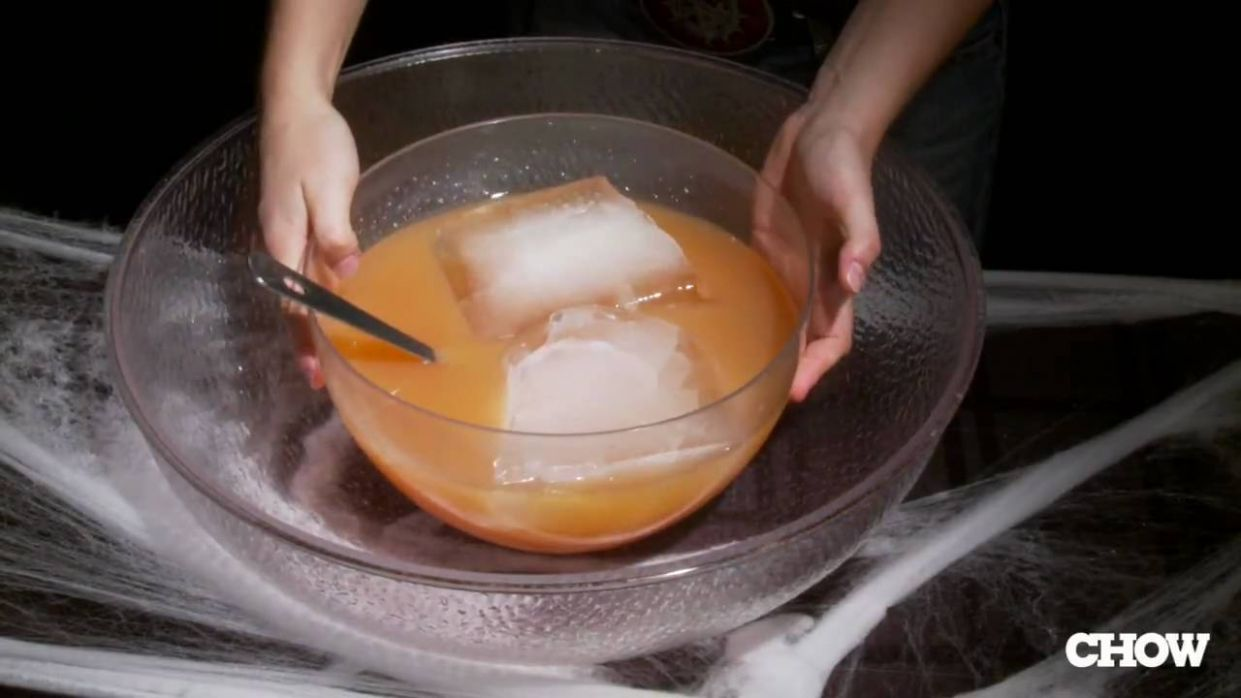 How to Use Dry Ice with Halloween Punch - CHOW Tip - halloween ideas using dry ice