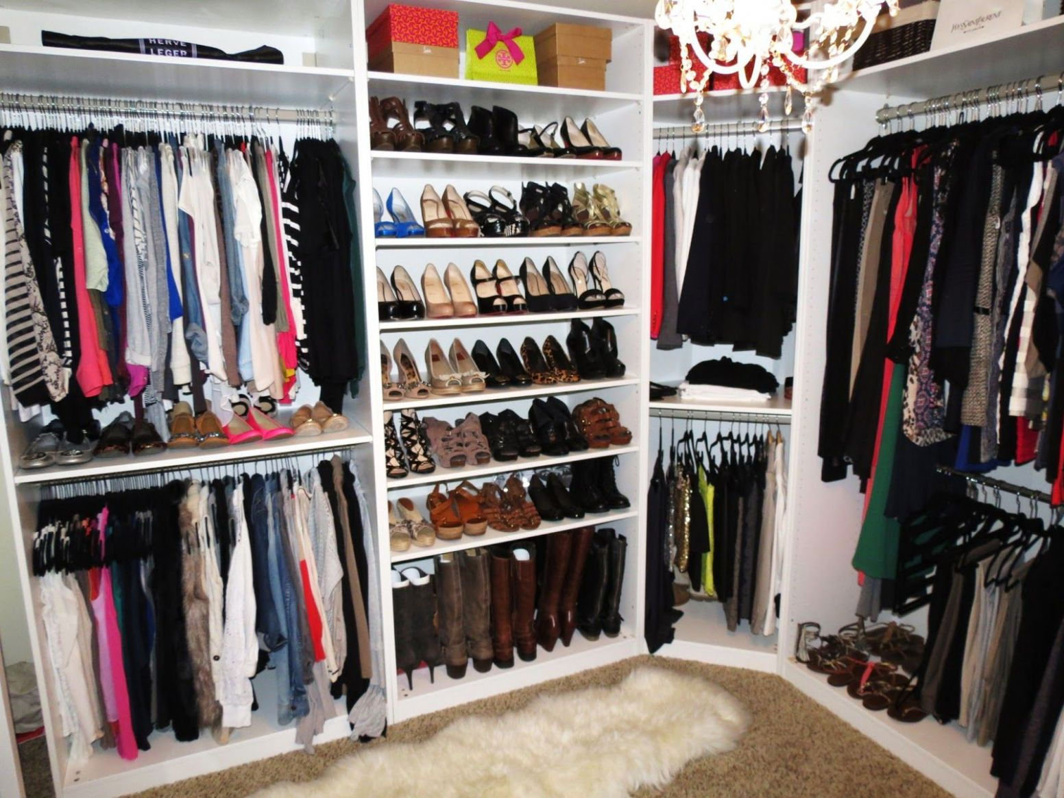 Interior, Compact Walk In Closet Shellving Layout Arrangement With ...