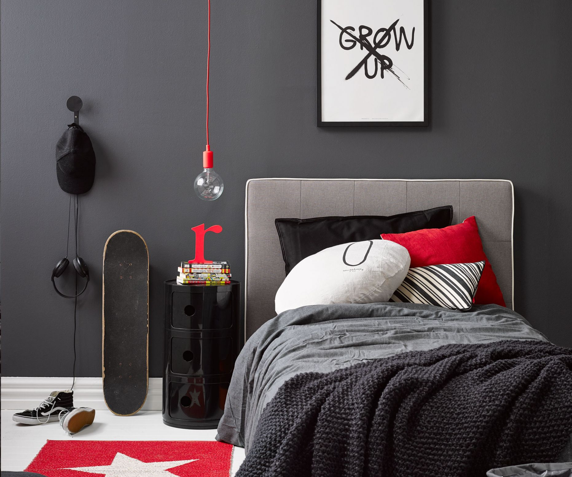 Kid's bedroom ideas: A dramatic monochrome room perfect for your teen