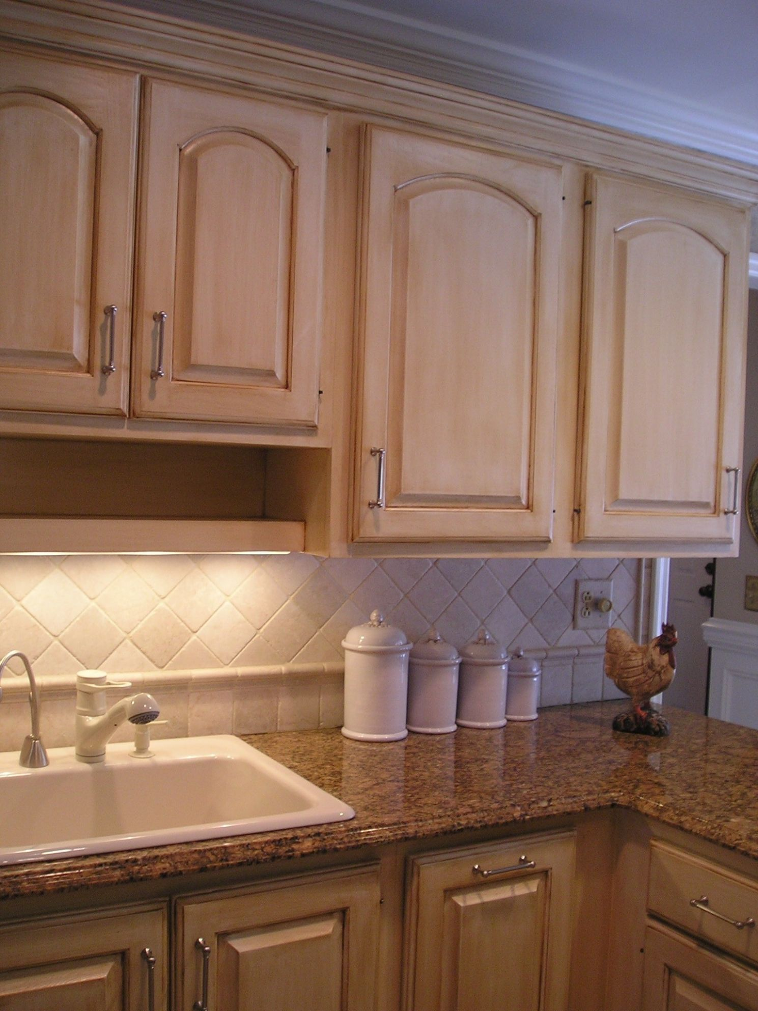 Kitchen Colors With Light Brown Cabinets Bakers Racks White Color ..