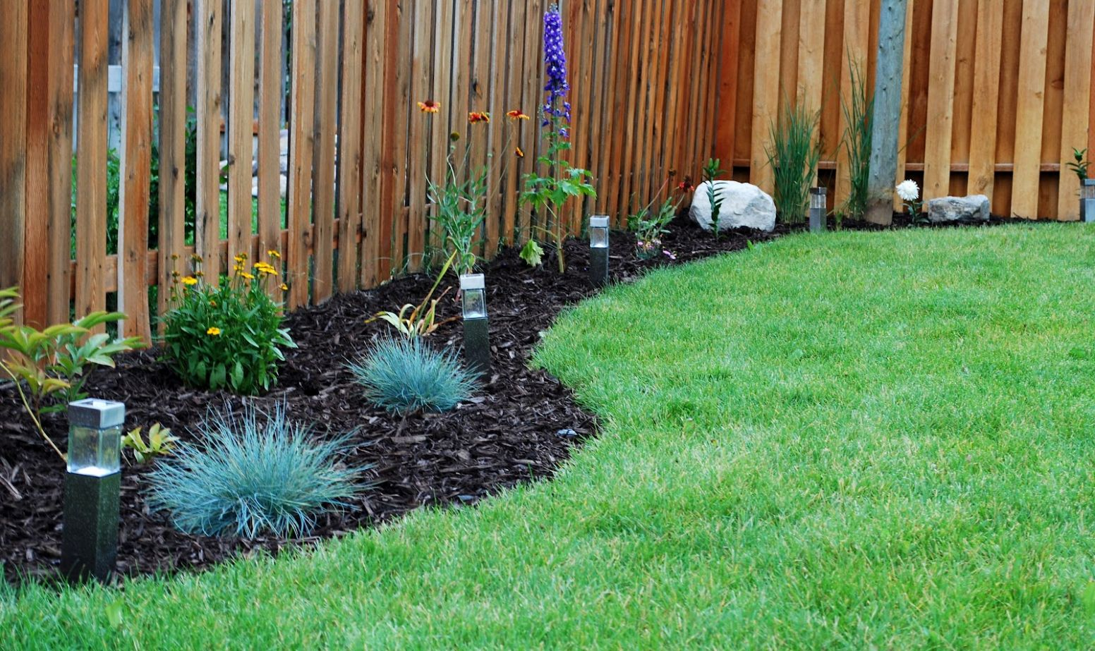 Landscaping Ideas Backyard Fence | Garden Landscaping Plan - garden ideas along a fence