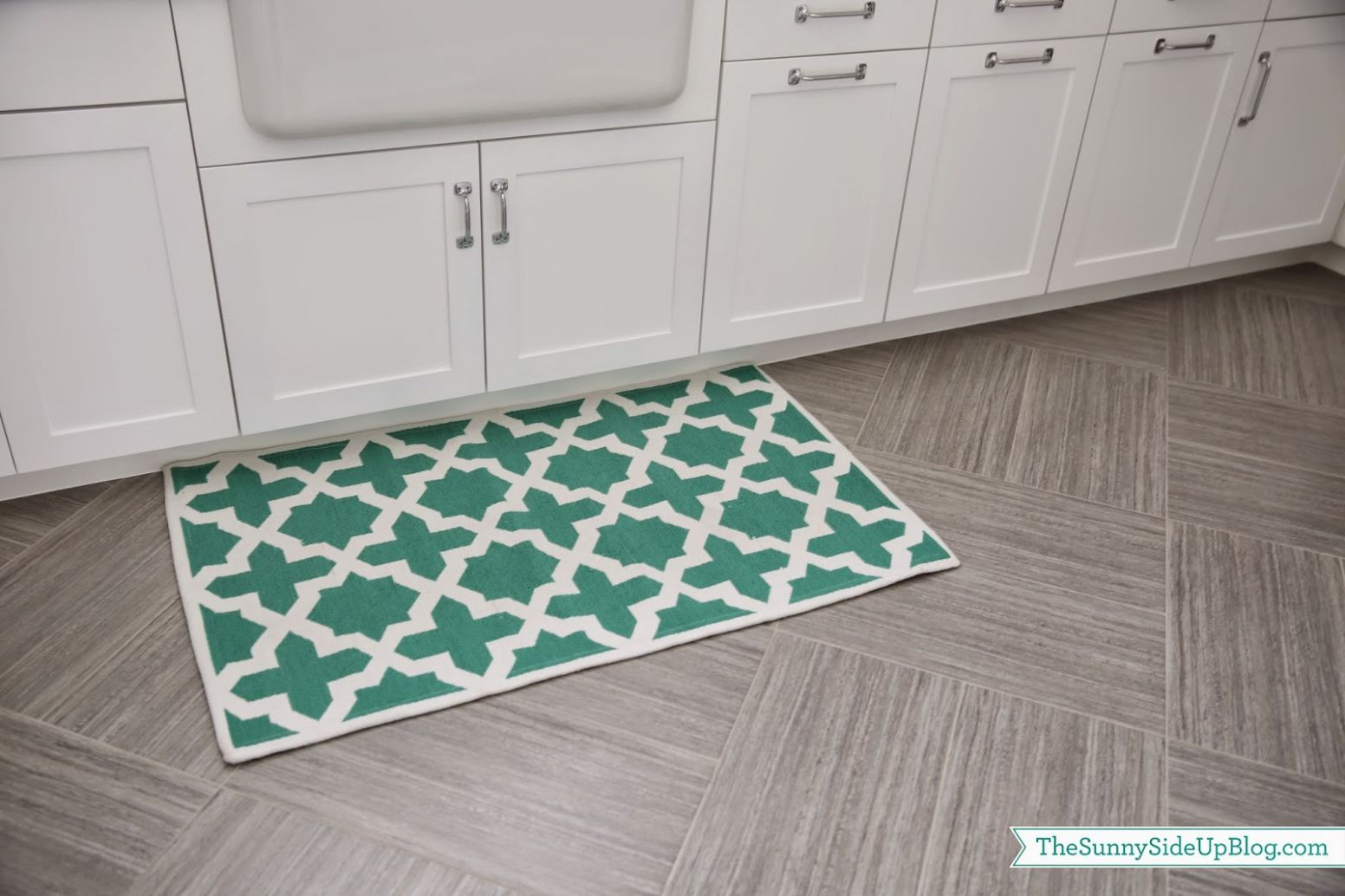 Laundry room rugs - The Sunny Side Up Blog - laundry room decor rugs