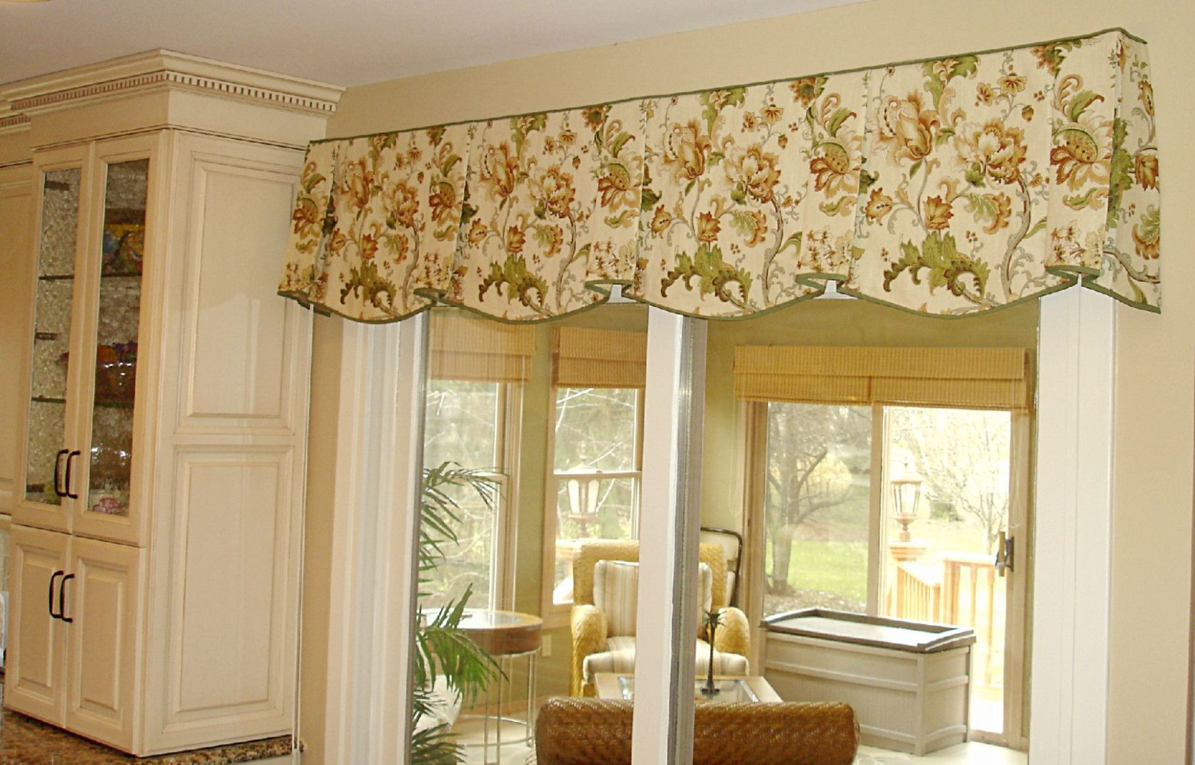 living room valance ideas | Country kitchen curtains