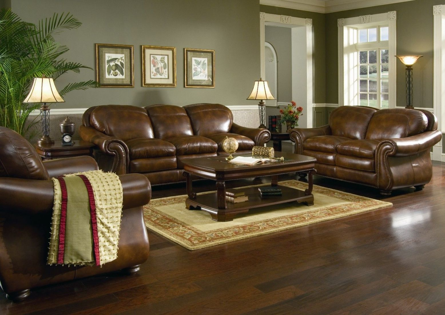 Luxurious Classic Living Room Ideas With Brown Leather Couch And ..