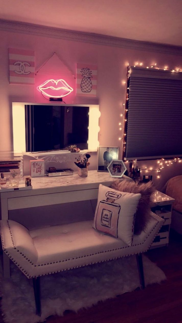 Makeup Room Ideas #Makeup room DIY (Makeup room decor) Makeup ...