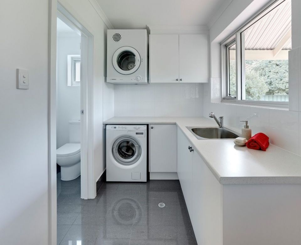 Mid-sized Contemporary L-shaped Dedicated Laundry Room and ..