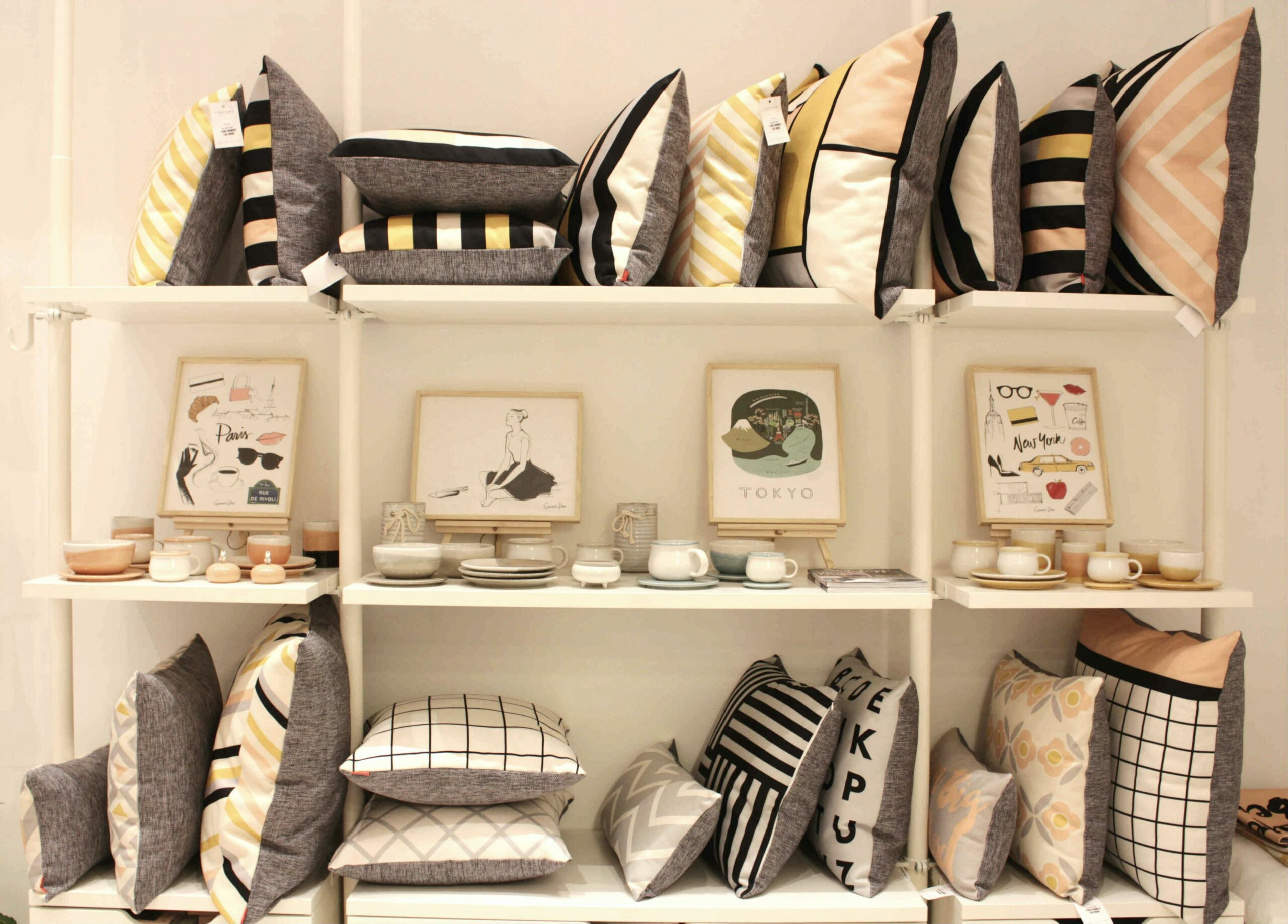 MODERN AND CHIC LINOLUNA - Living Loving - For All Things Lovely