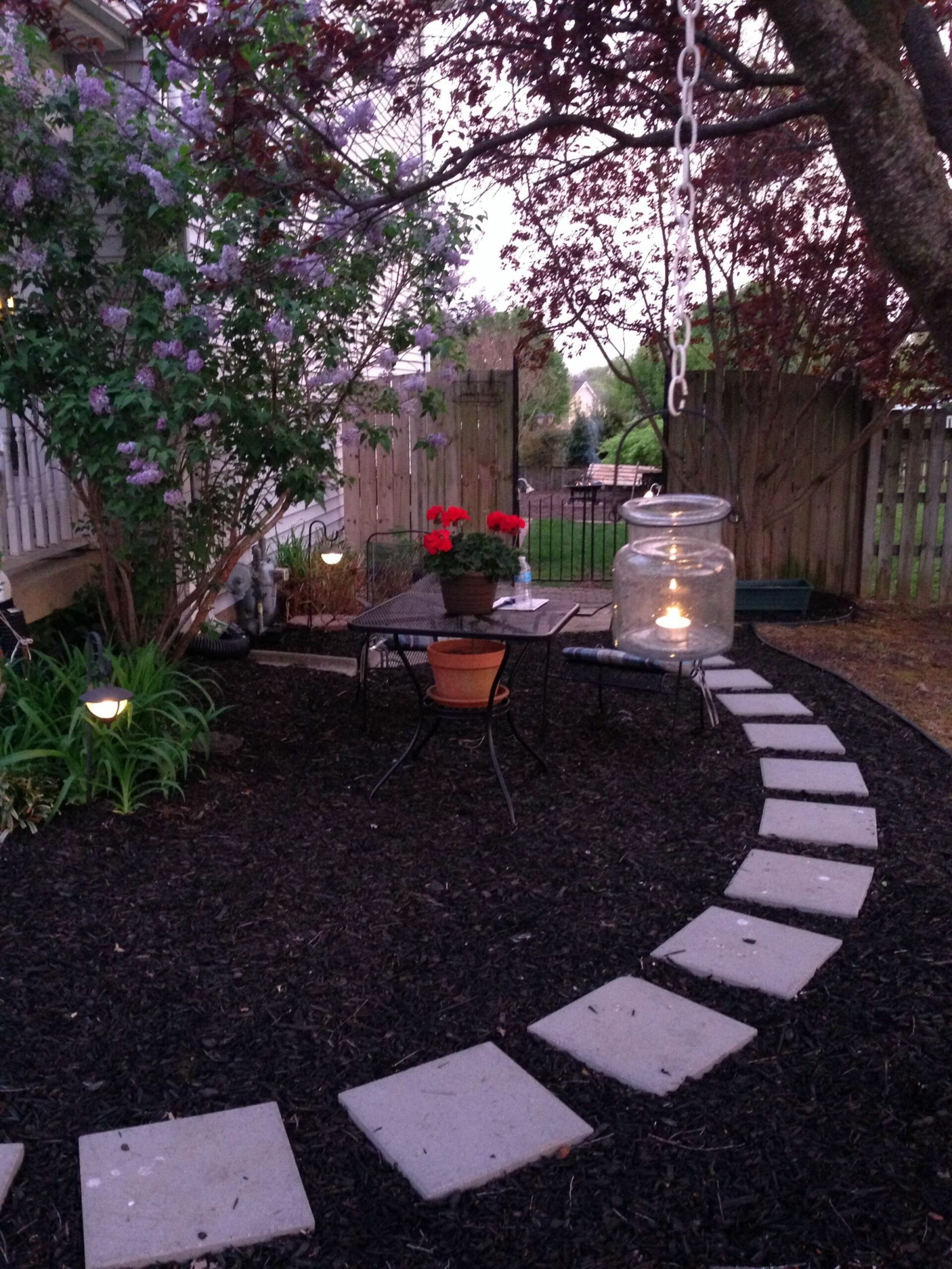 Mulch pathway in our front yard. Easy and inexpensive. | Garden ..