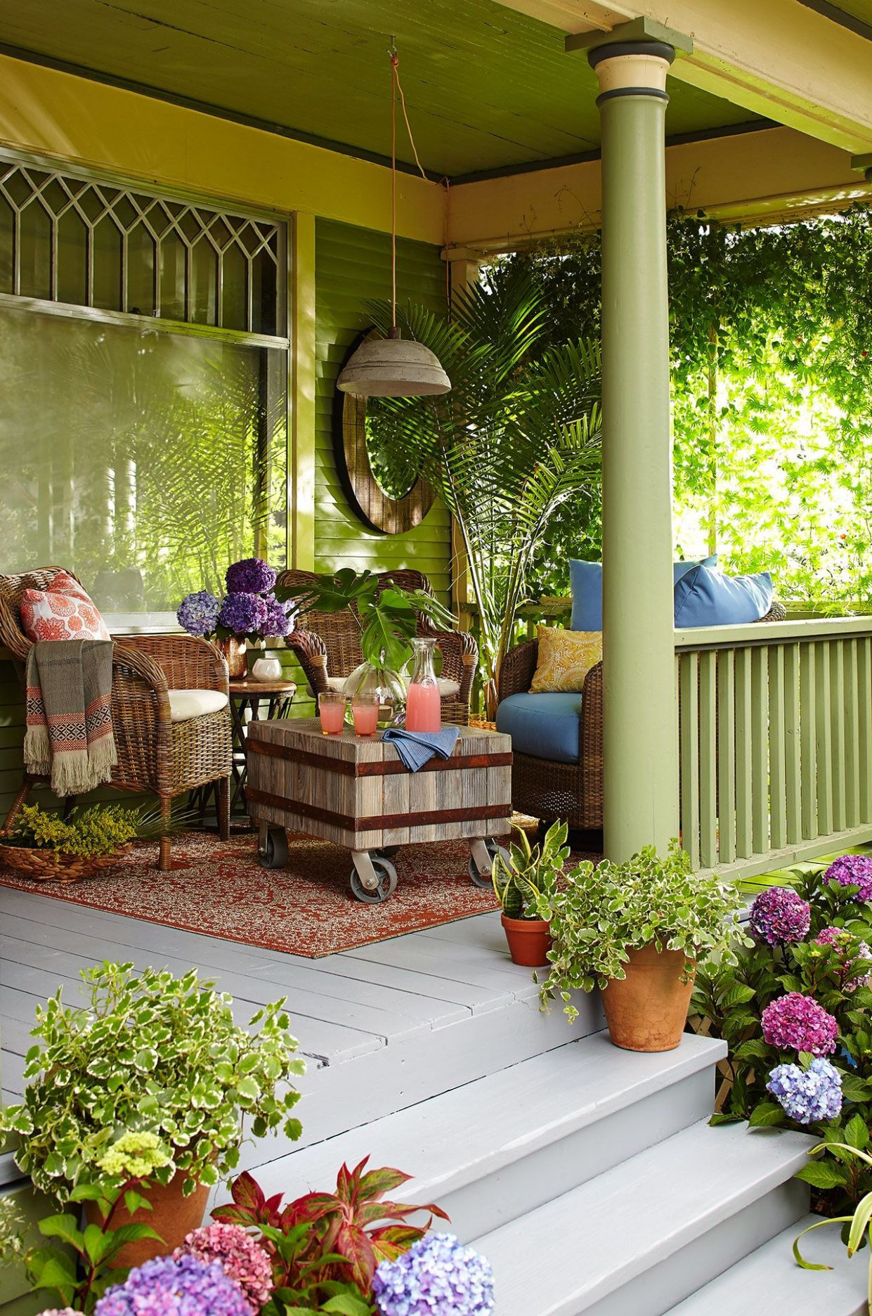 Must-See Front Porch Ideas Featuring Flea Market Finds in 9 ..