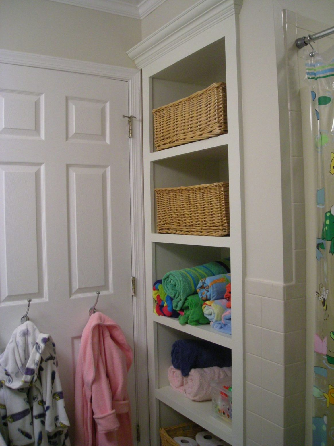 Open bathroom closet organization ideas 12 | Inspira Spaces - closet arrangement ideas