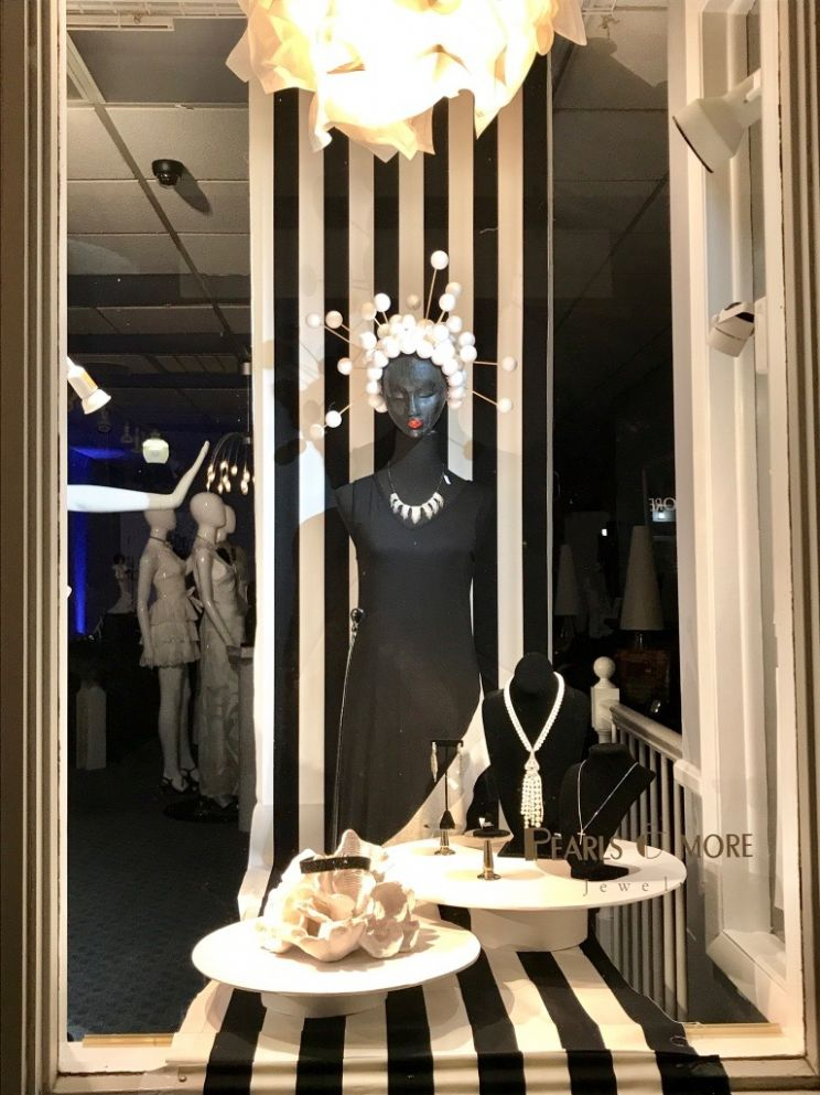 Own a Jewelry Store? Attract more customers with window displays ...