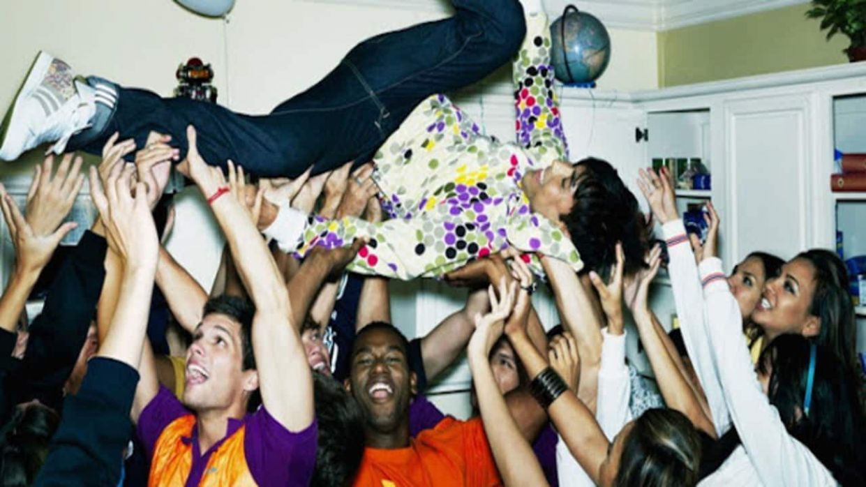 Party ideas for throwing an epic house party | six-two by Contiki - house party inspiration