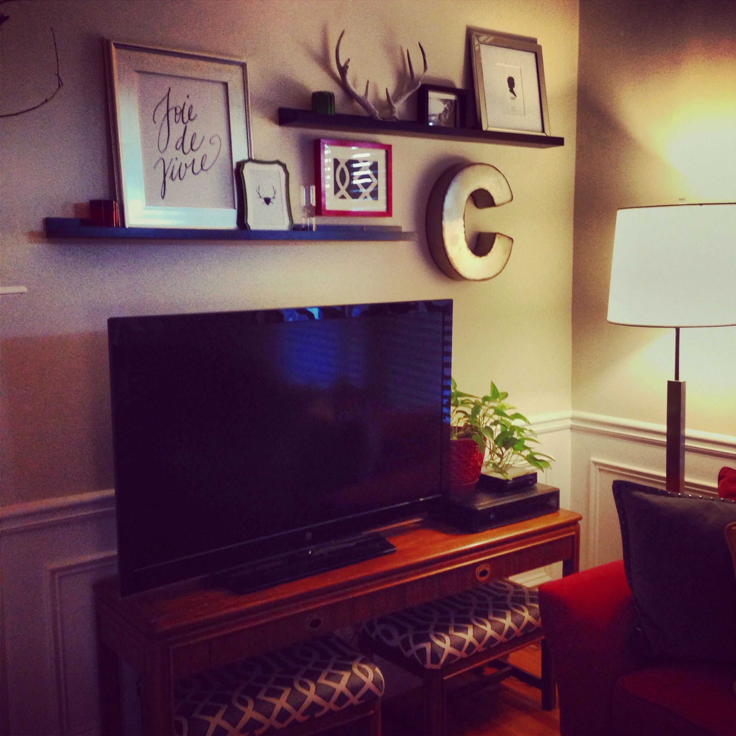 Picture ledges above TV. (With images) | Tv decor, Tv wall, Shelf ...