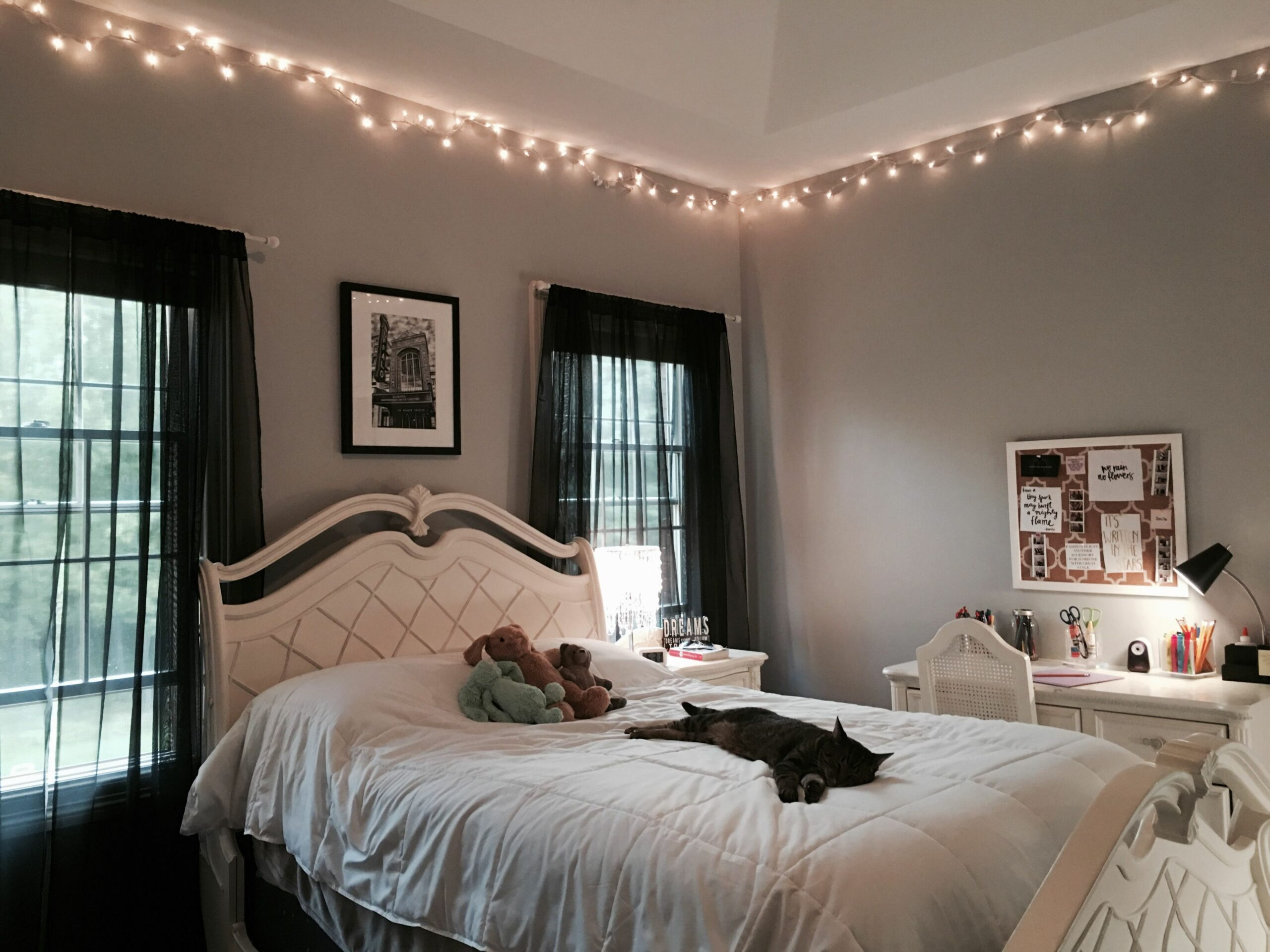 Pin by Leanora on Bedrooms | Living room ideas young, Living room ...