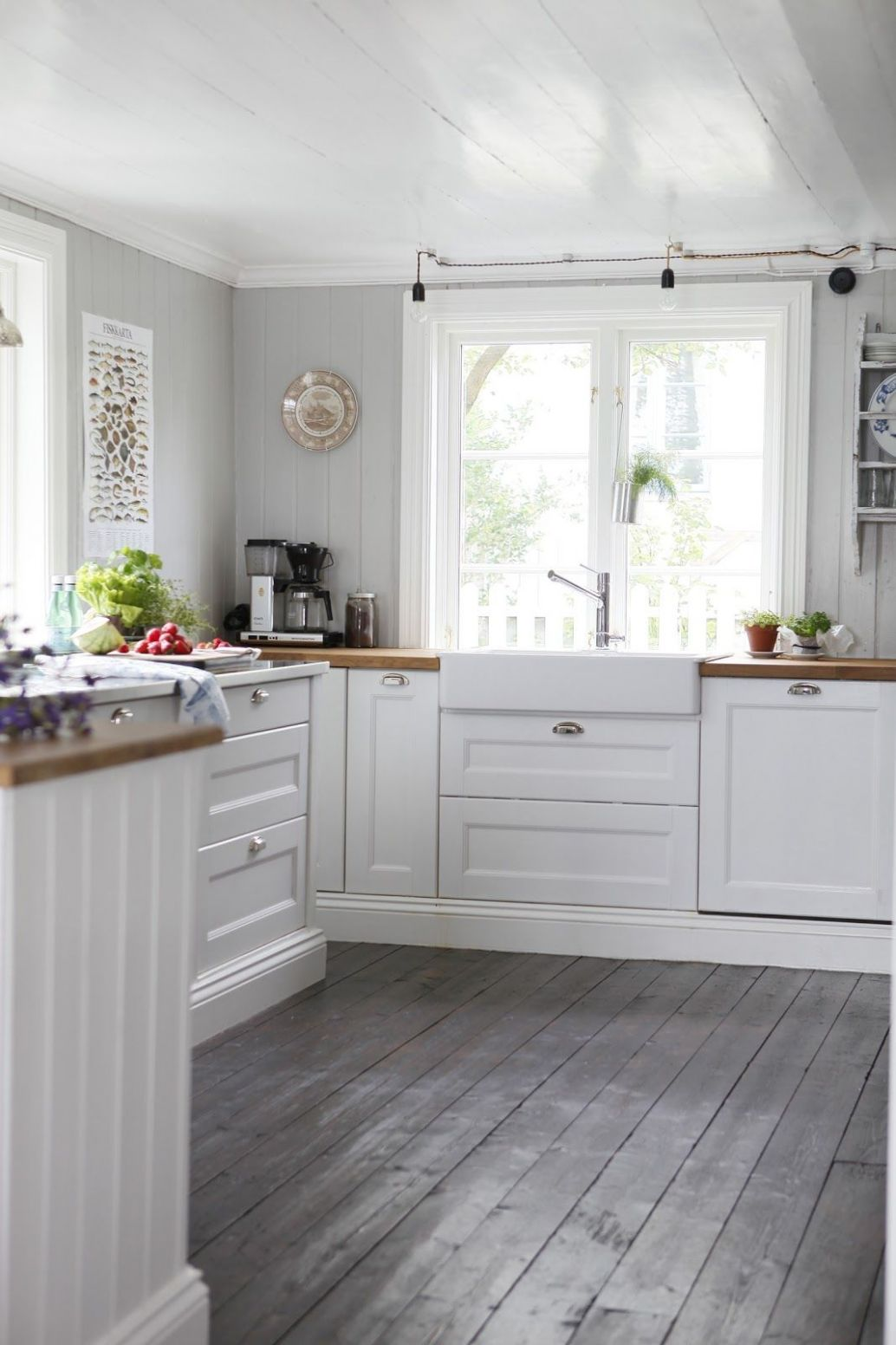 Pin by marilyn colin on kitchens in 10 | Grey kitchen floor ...