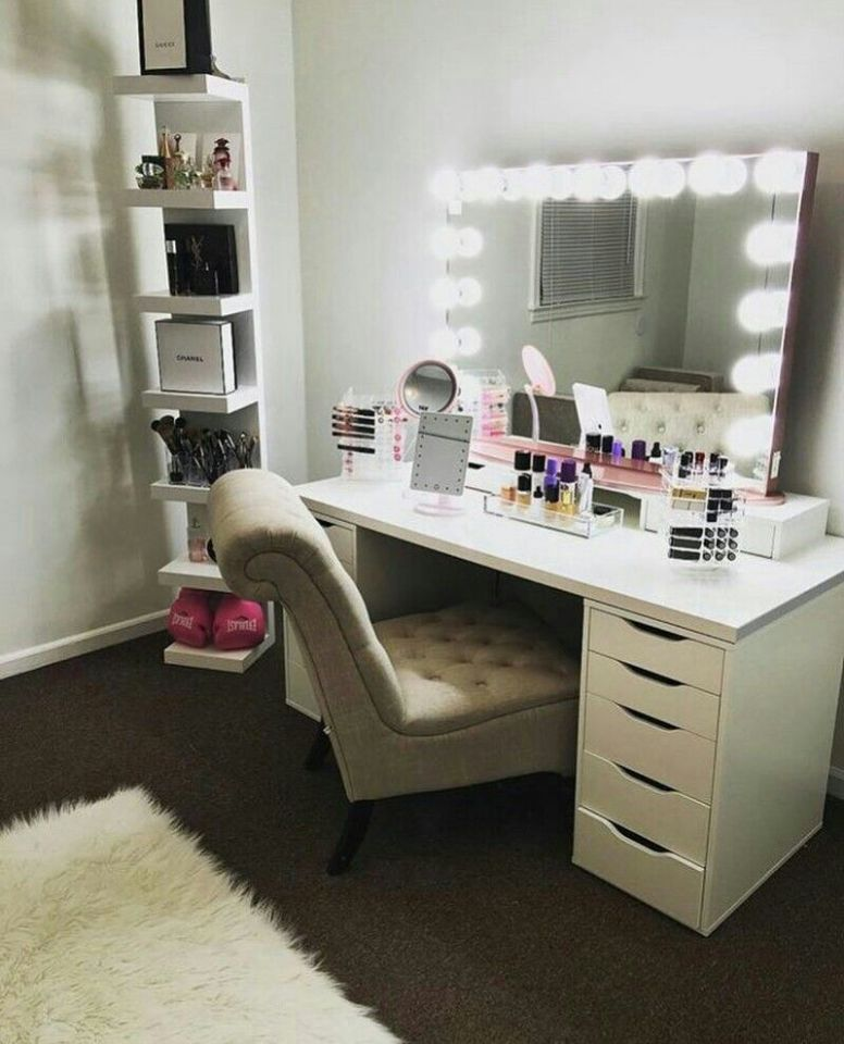 Pinterest: @claudiagabg | Beauty room - makeup vanity room ideas