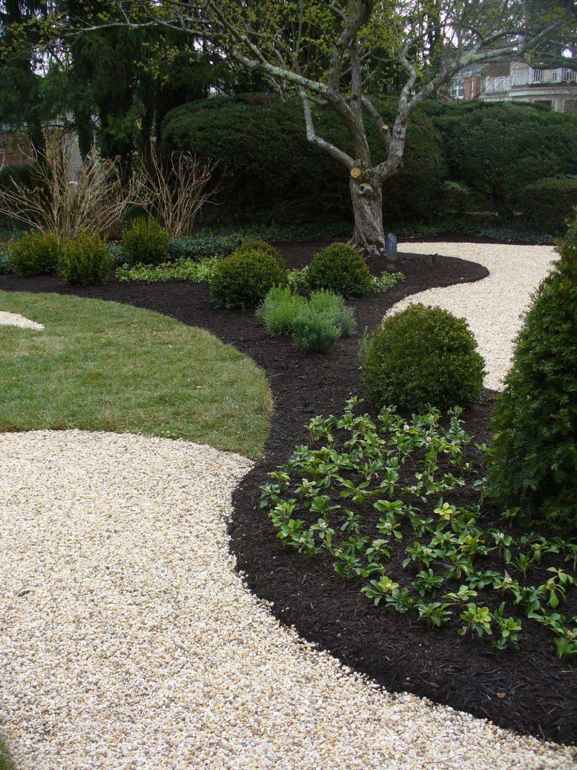 pretty for The Woodlands . . . black mulch next to crushed stone ..