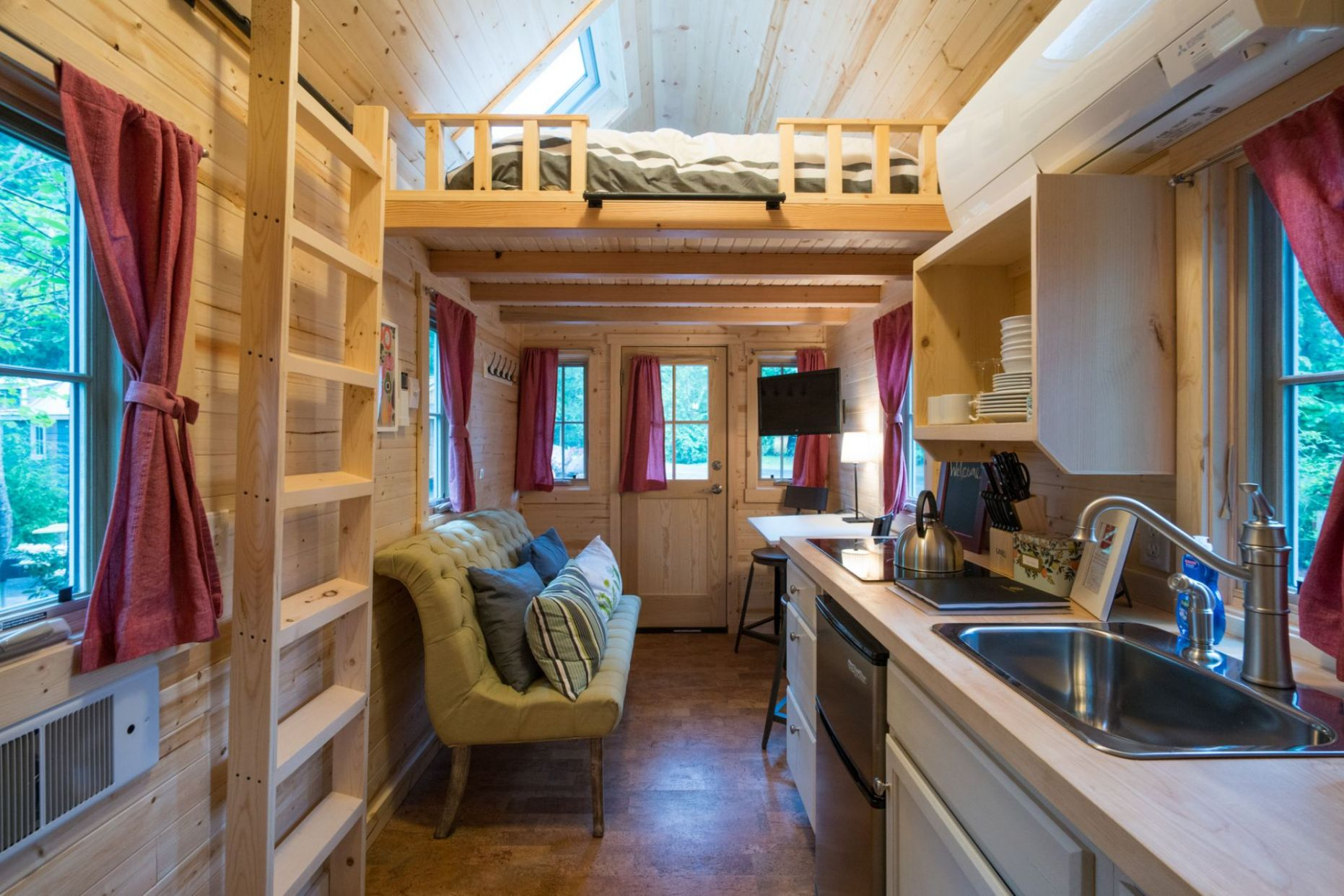Scarlett Tiny House: Tour this adorable rental available at Mt ...