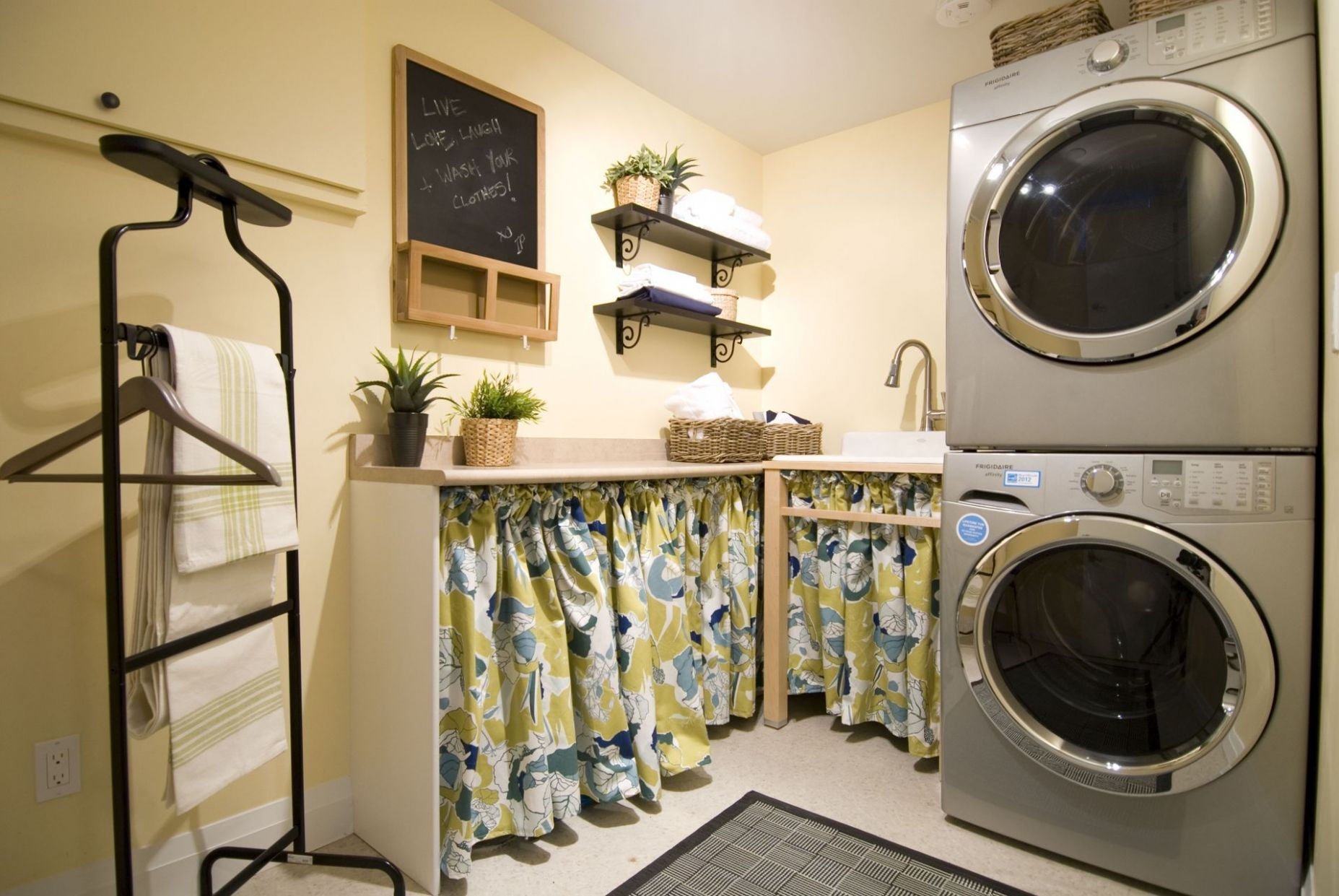 Shared laundry room - appliances and fixtures @Frigidaire® Canada ..
