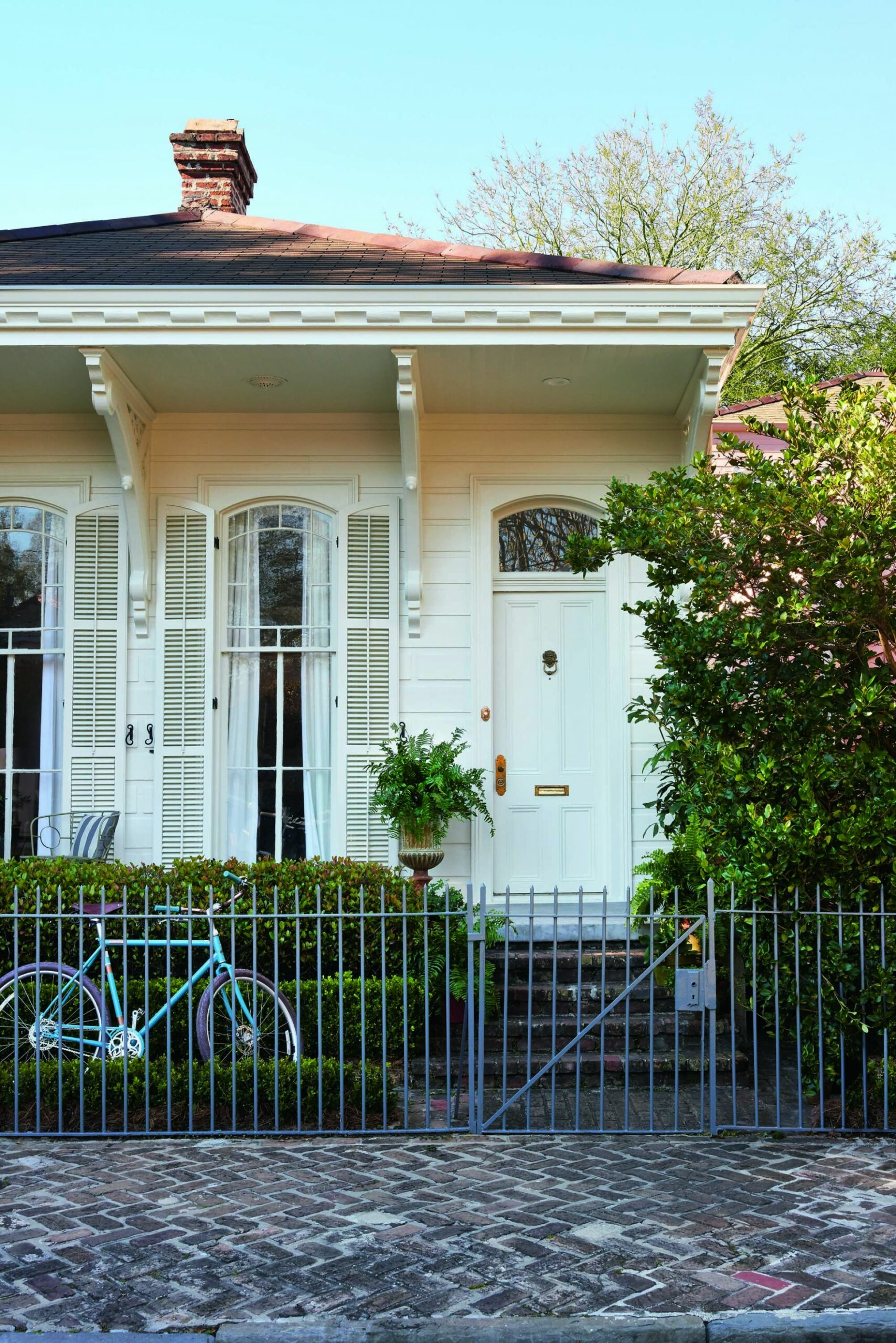 Shining a Light on an Artistic New Orleans Cottage | New orleans ..