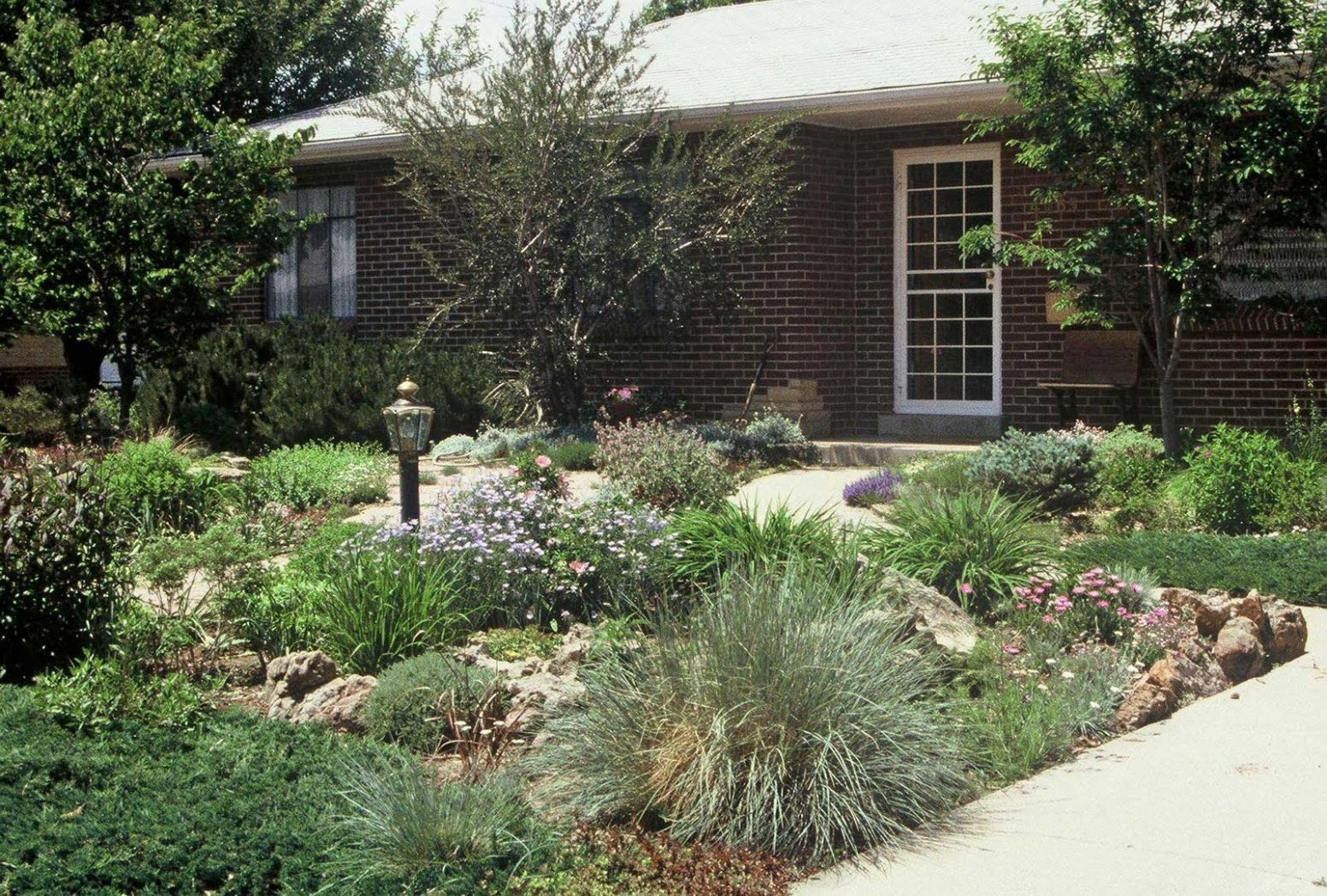 Simple landscaping ideas for front yards Backyard Ideas Without ..
