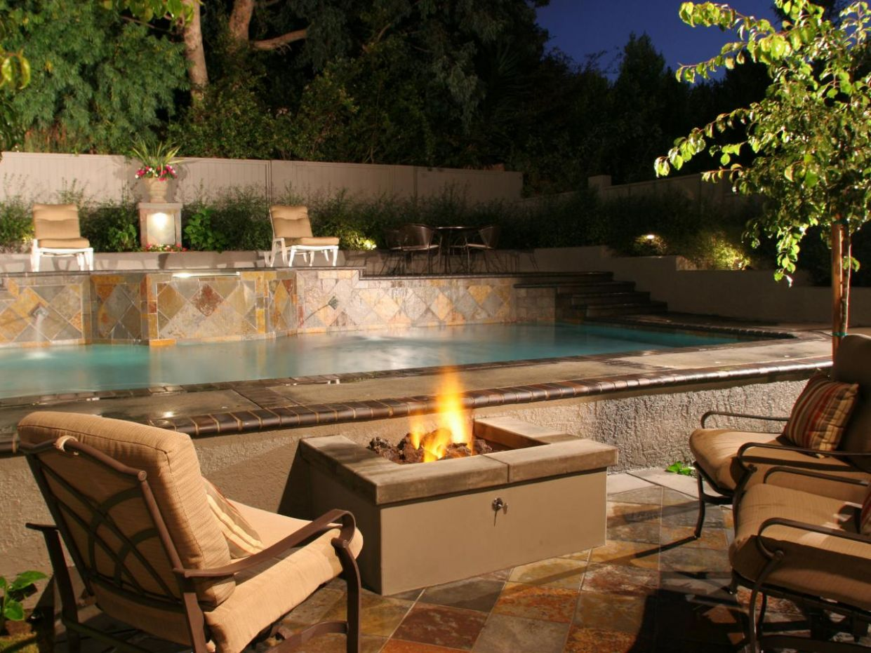 Small Backyard Firepit Pool Patio Fire Pit And Outdoor Fireplace ..