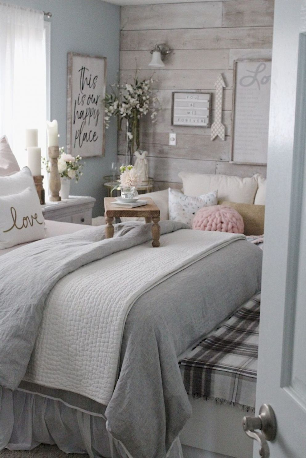 Small Bedroom Ideas - Develop an inviting atmosphere with these ..