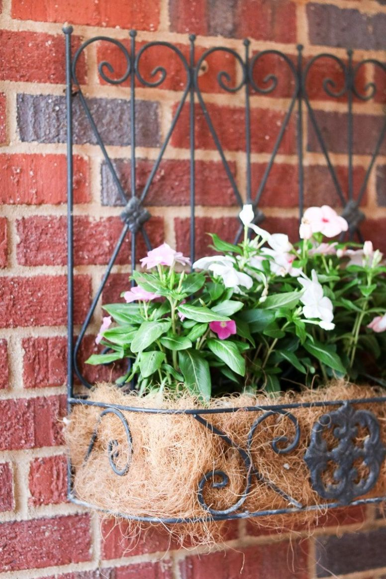 SMALL FRONT PORCH DECORATING IDEAS THAT WILL WELCOME GUESTS ...