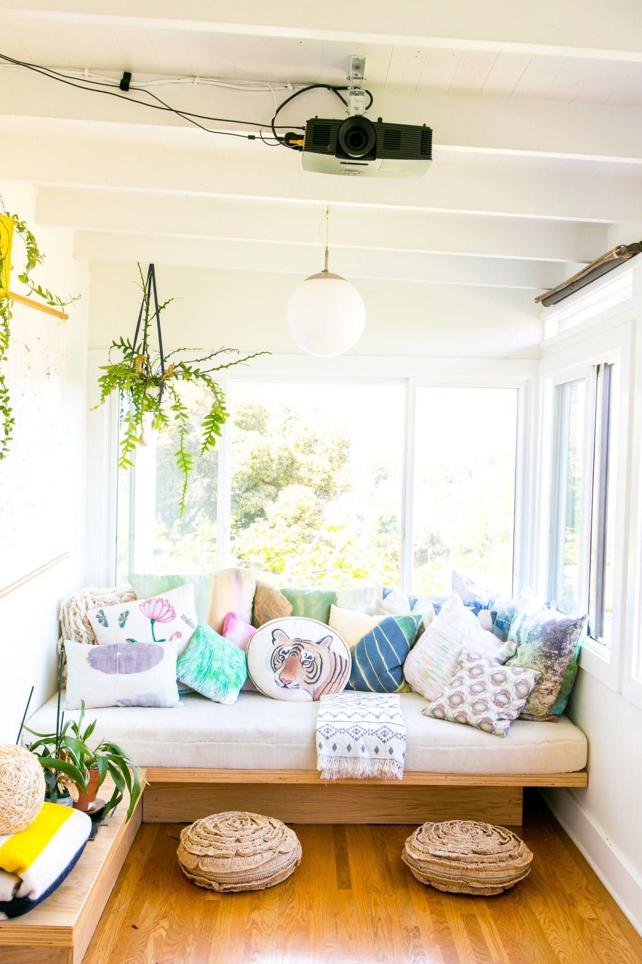 Small Space Solution: Double Duty DIY Daybeds   Sunroom decorating ..
