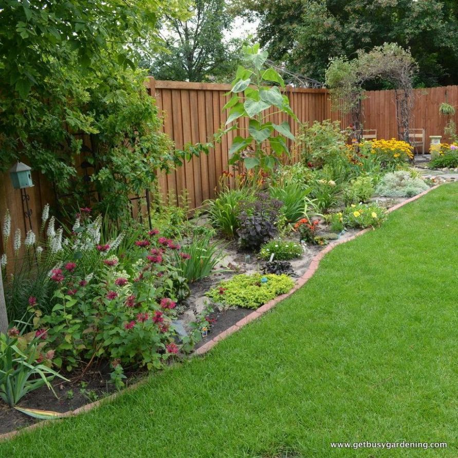 Stunning Privacy Fence Line Landscaping Ideas 10 | Backyard fences - garden ideas along fence line