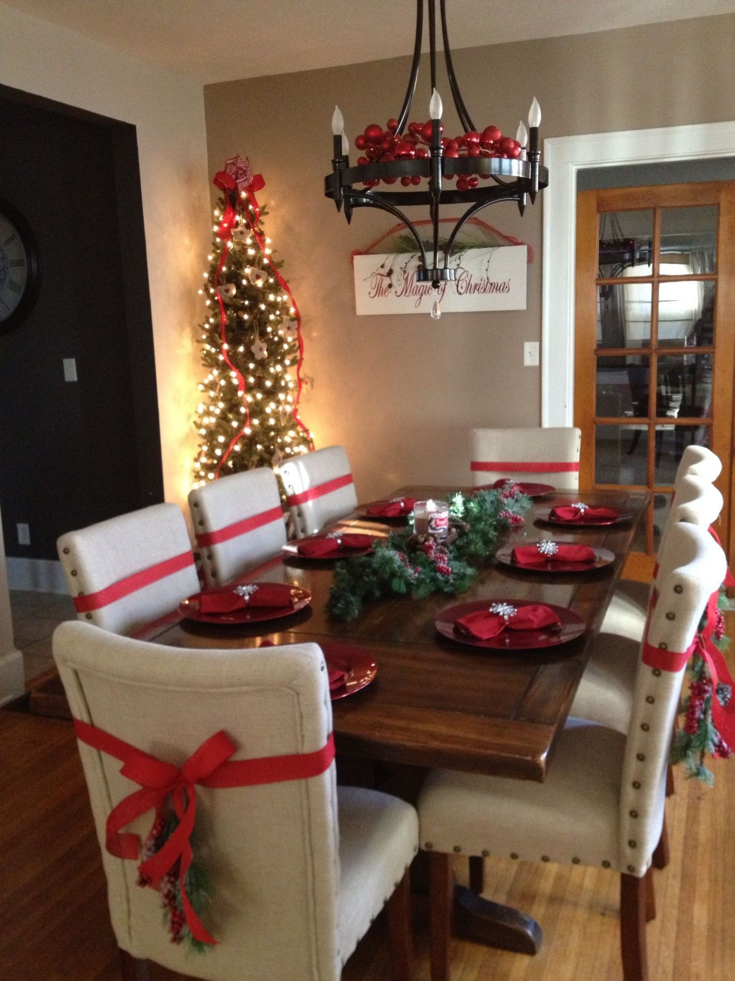 The Best Christmas Decorating Ideas for Your Dining Room Decor ..