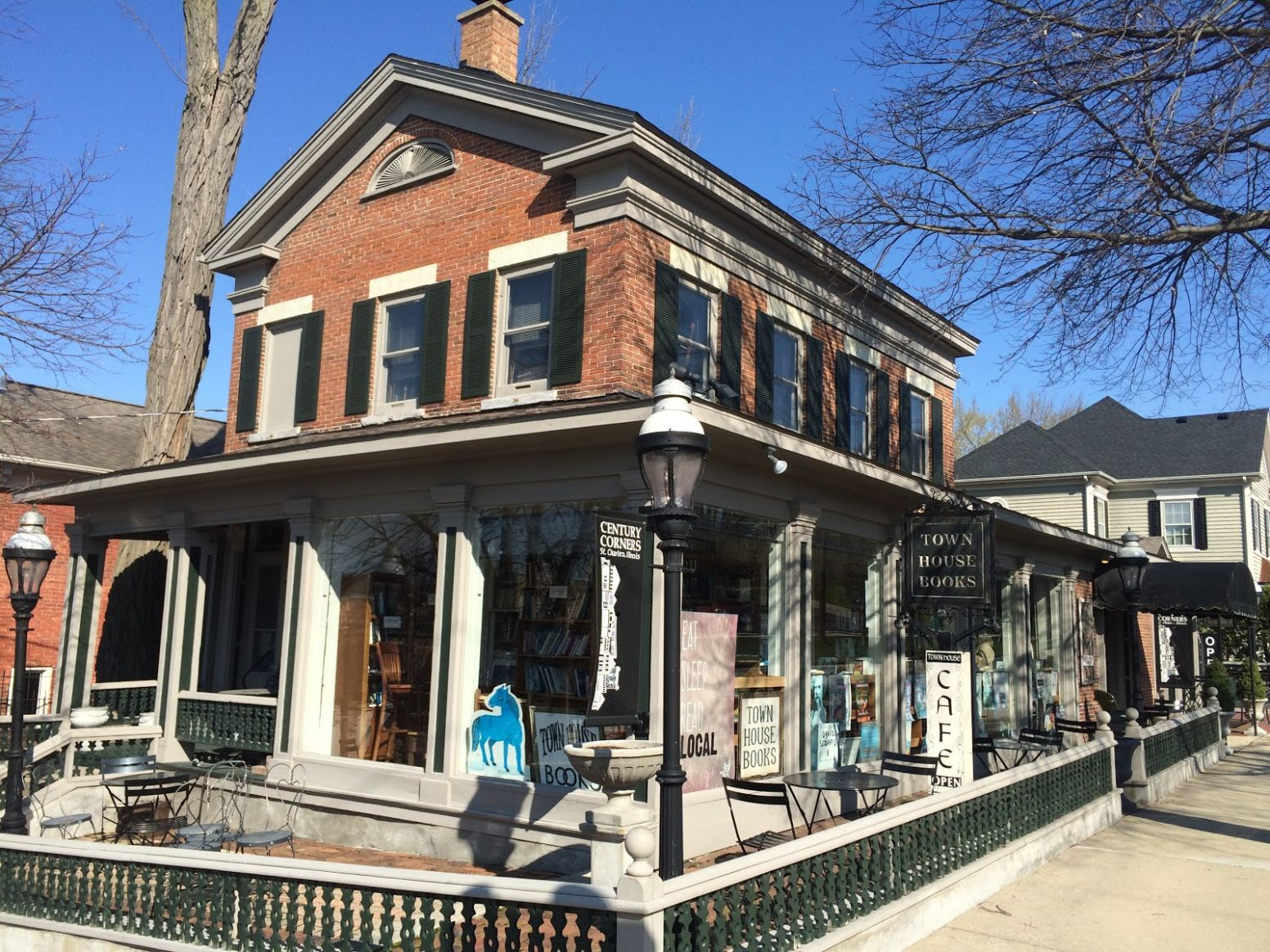The Indie Bob Spot: Town House Books & Cafe - St. Charles, IL