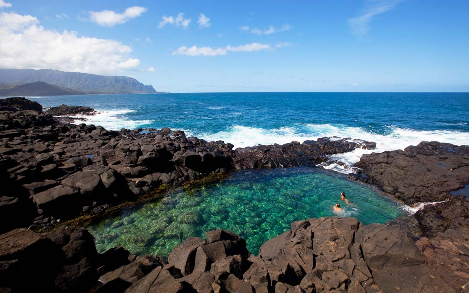 This Secret Volcanic Pool in Hawaii Is a Thrill-seeker's Paradise ...