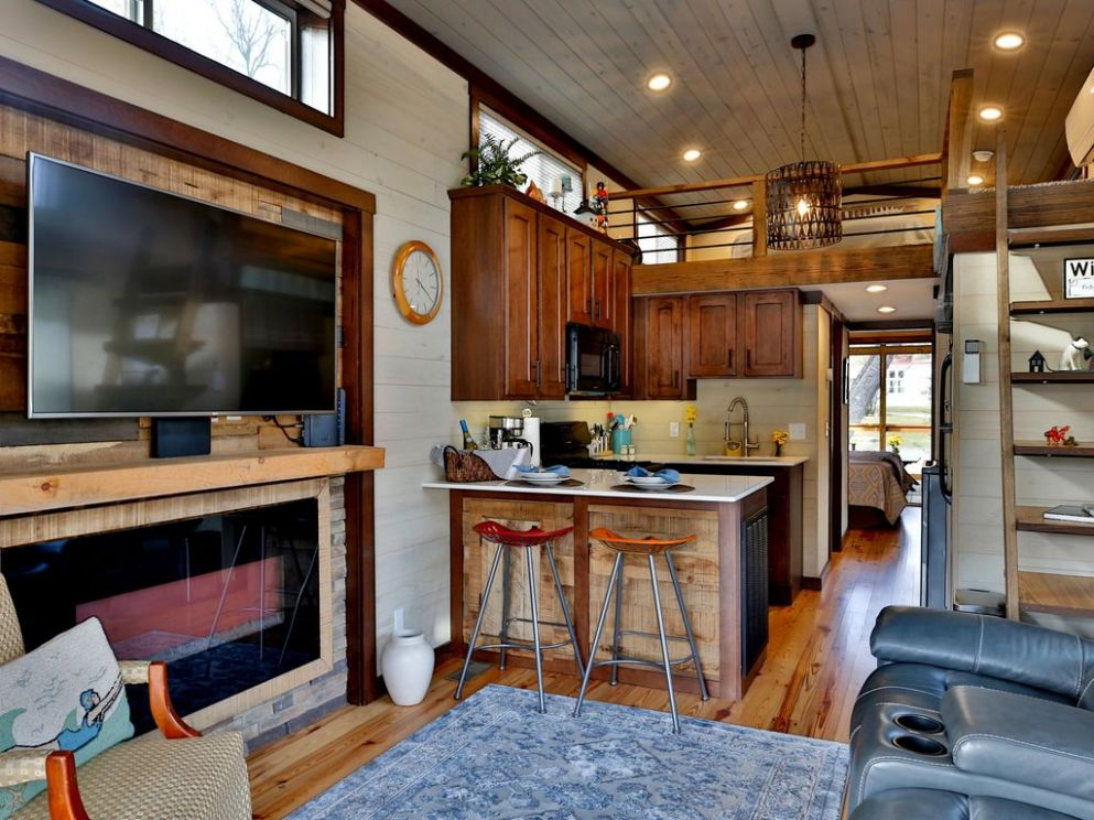Tiny House Living with a View of the Pond, Location, Location, Location! -  Flat Rock - tiny house living