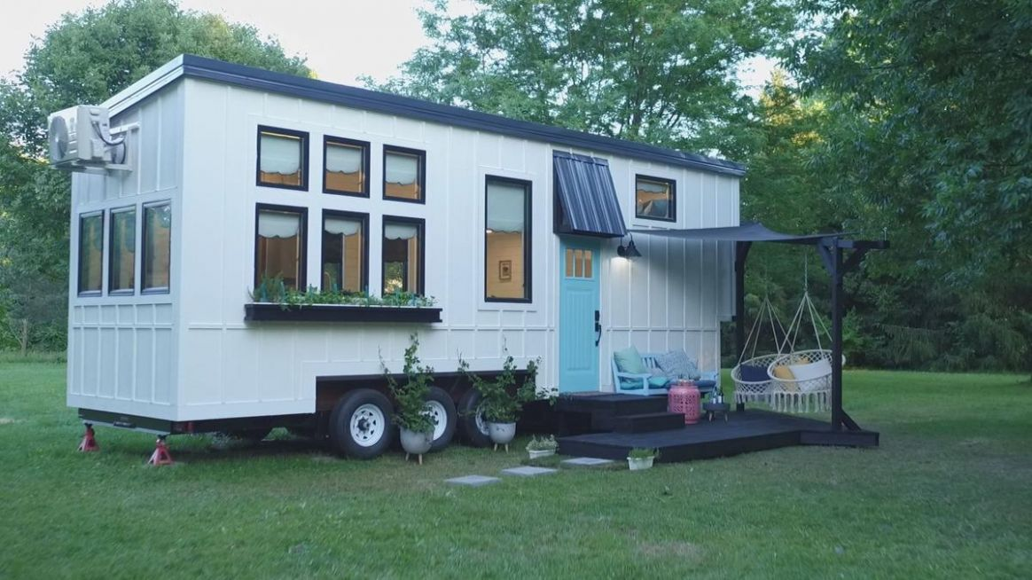 "Tiny House Nation"" Going Tiny to Make Things Right (TV Episode .."