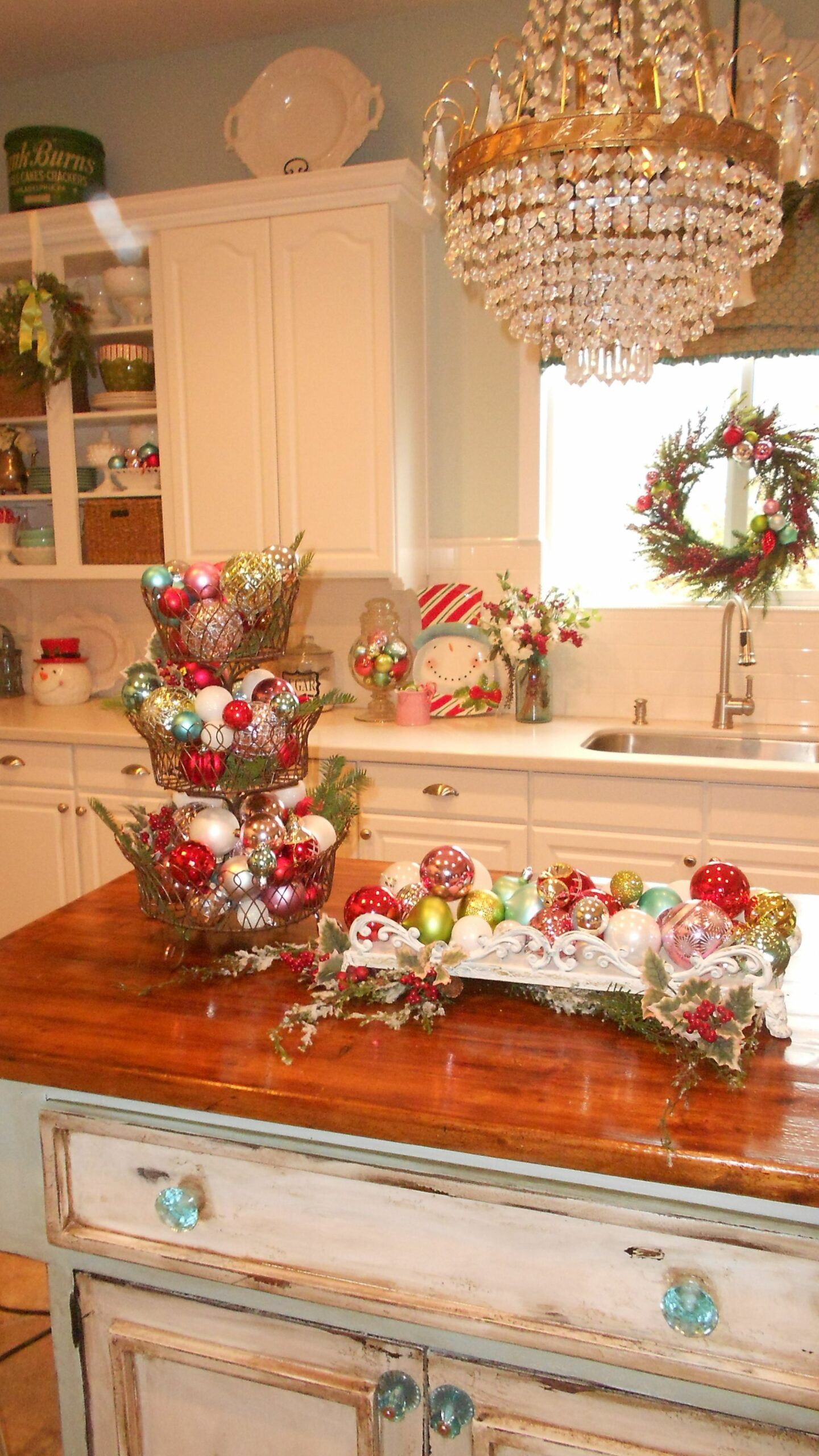 Top 9 Christmas Decorations Ideas For Kitchen | Christmas kitchen ..
