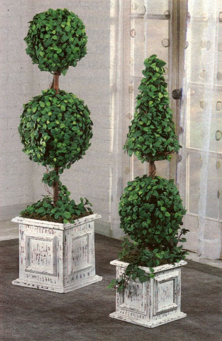 topiaries on front porch | Porch topiary, Topiary decor, Outdoor ...