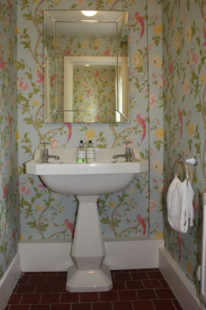 Transforming Small Bathrooms In Just 9 Easy Steps | Downstairs ..