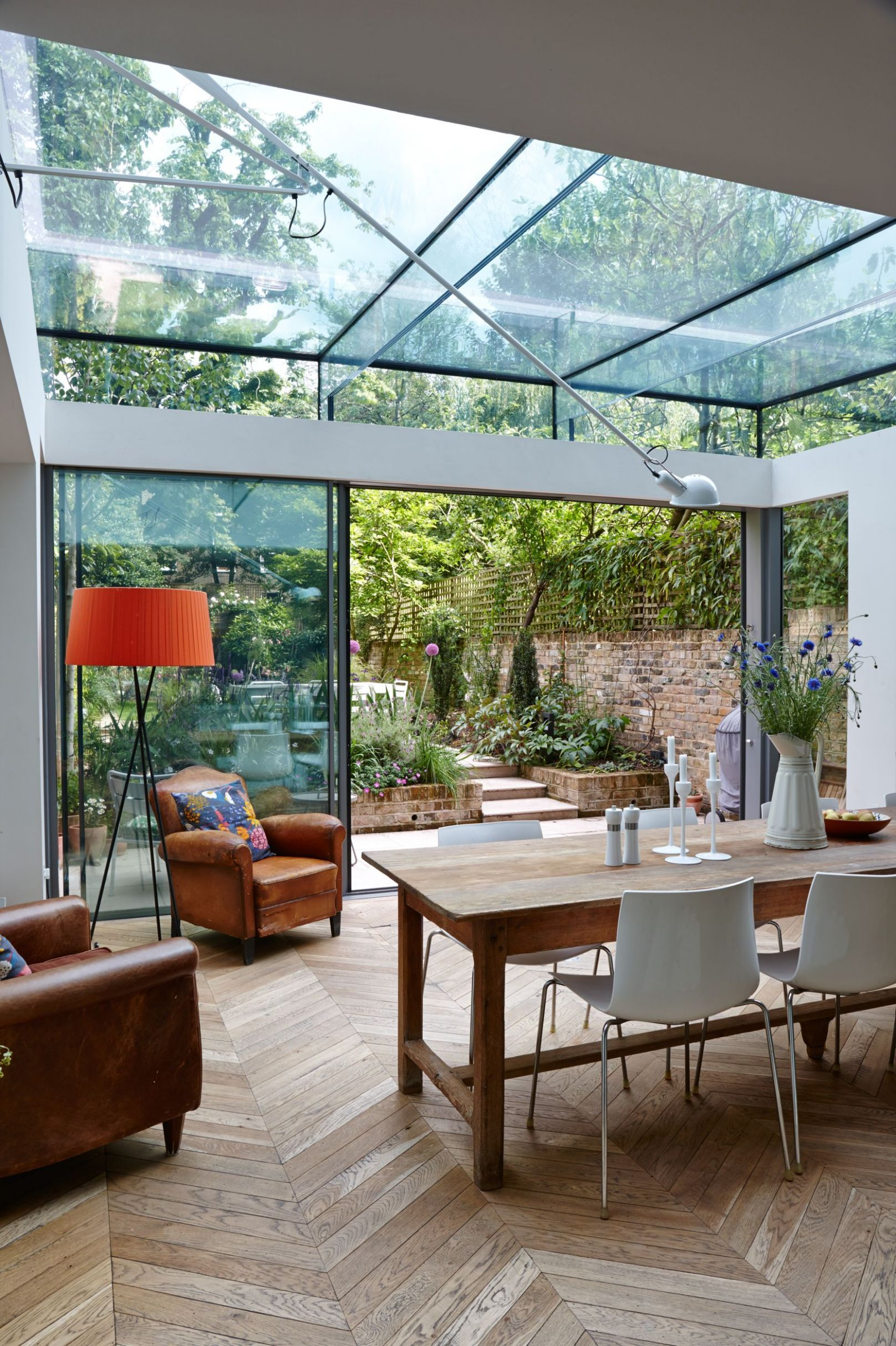 Trombe - Internal photo of a dining room extension in London. It ..