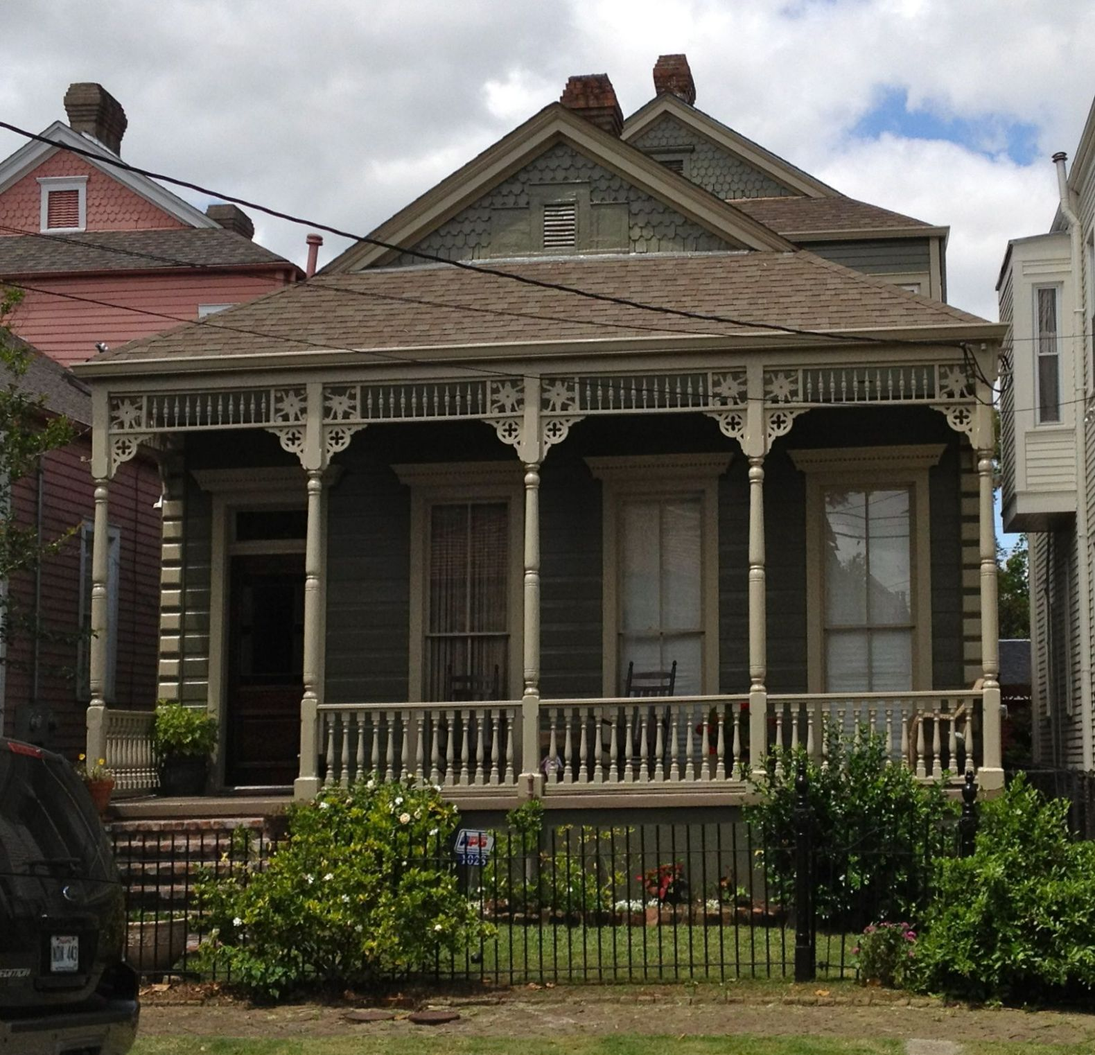 Unusual gingerbread trim | Victorian style homes, Curb appeal ..